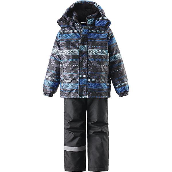 Комплект для мальчика LASSIEОдежда<br>Зимний комплект для детей известной финской марки.<br><br>- Сверхпрочный материал. Водоотталкивающий, ветронепроницаемый, «дышащий» и грязеотталкивающий материал.<br>- Задний серединный шов брюк проклеен. <br>- Гладкая подкладка из полиэстра.<br>-  Средняя степень утепления.<br>-  Безопасный, съемный капюшон.<br>-  Эластичные манжеты. Эластичная талия. <br>- Снегозащитные манжеты на штанинах. <br>- Ширинка на молнии. Два прорезных кармана.<br>-  Регулируемые и отстегивающиеся эластичные подтяжки. <br>- Принт по всей поверхности.  <br><br>Рекомендации по уходу: Стирать по отдельности, вывернув наизнанку. Застегнуть молнии и липучки. Соблюдать температуру в соответствии с руководством по уходу. Стирать моющим средством, не содержащим отбеливающие вещества. Полоскать без специального средства. Сушение в сушильном шкафу разрешено при  низкой температуре.<br><br>Состав: 100% Полиамид, полиуретановое покрытие.  Утеплитель «Lassie wadding» 100гр.(брюки); 180гр.(куртка).<br><br>Ширина мм: 190<br>Глубина мм: 74<br>Высота мм: 229<br>Вес г: 236<br>Цвет: синий<br>Возраст от месяцев: 60<br>Возраст до месяцев: 72<br>Пол: Мужской<br>Возраст: Детский<br>Размер: 116,140,134,128,122,110,104,98,92<br>SKU: 4782138
