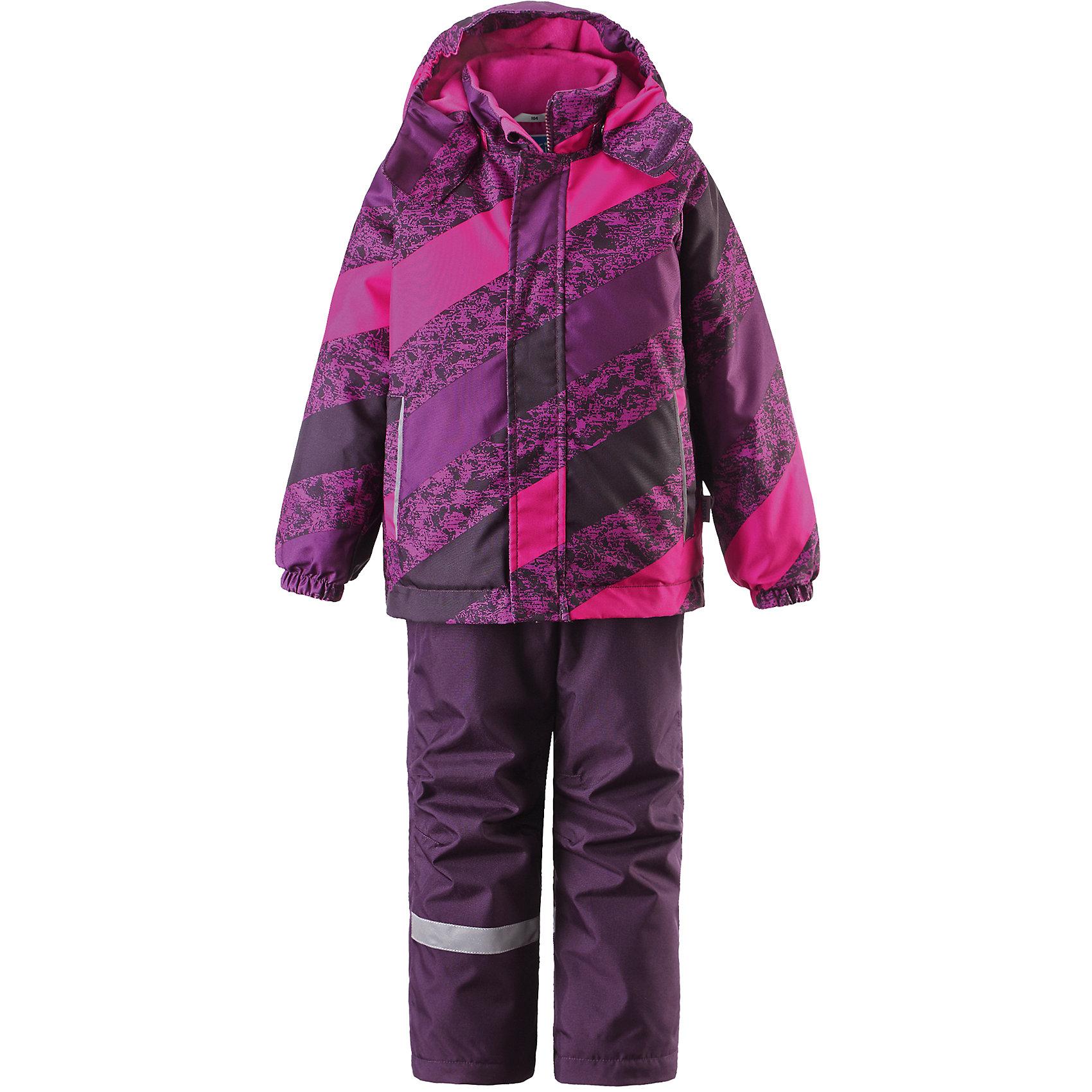 Комплект для девочки LASSIE by ReimaЗимний комплект для детей известной финской марки.<br><br>- Сверхпрочный материал. Водоотталкивающий, ветронепроницаемый, «дышащий» и грязеотталкивающий материал.<br>- Задний серединный шов брюк проклеен. <br>- Гладкая подкладка из полиэстра.<br>-  Средняя степень утепления.<br>-  Безопасный, съемный капюшон.<br>-  Эластичные манжеты. Эластичная талия. <br>- Снегозащитные манжеты на штанинах. <br>- Ширинка на молнии. Два прорезных кармана.<br>-  Регулируемые и отстегивающиеся эластичные подтяжки. <br>- Принт по всей поверхности.  <br><br>Рекомендации по уходу: Стирать по отдельности, вывернув наизнанку. Застегнуть молнии и липучки. Соблюдать температуру в соответствии с руководством по уходу. Стирать моющим средством, не содержащим отбеливающие вещества. Полоскать без специального средства. Сушение в сушильном шкафу разрешено при  низкой температуре.<br><br>Состав: 100% Полиамид, полиуретановое покрытие.  Утеплитель «Lassie wadding» 100гр.(брюки); 180гр.(куртка).<br><br>Ширина мм: 190<br>Глубина мм: 74<br>Высота мм: 229<br>Вес г: 236<br>Цвет: розовый<br>Возраст от месяцев: 18<br>Возраст до месяцев: 24<br>Пол: Женский<br>Возраст: Детский<br>Размер: 92,140,134,128,122,116,110,104,98<br>SKU: 4782148