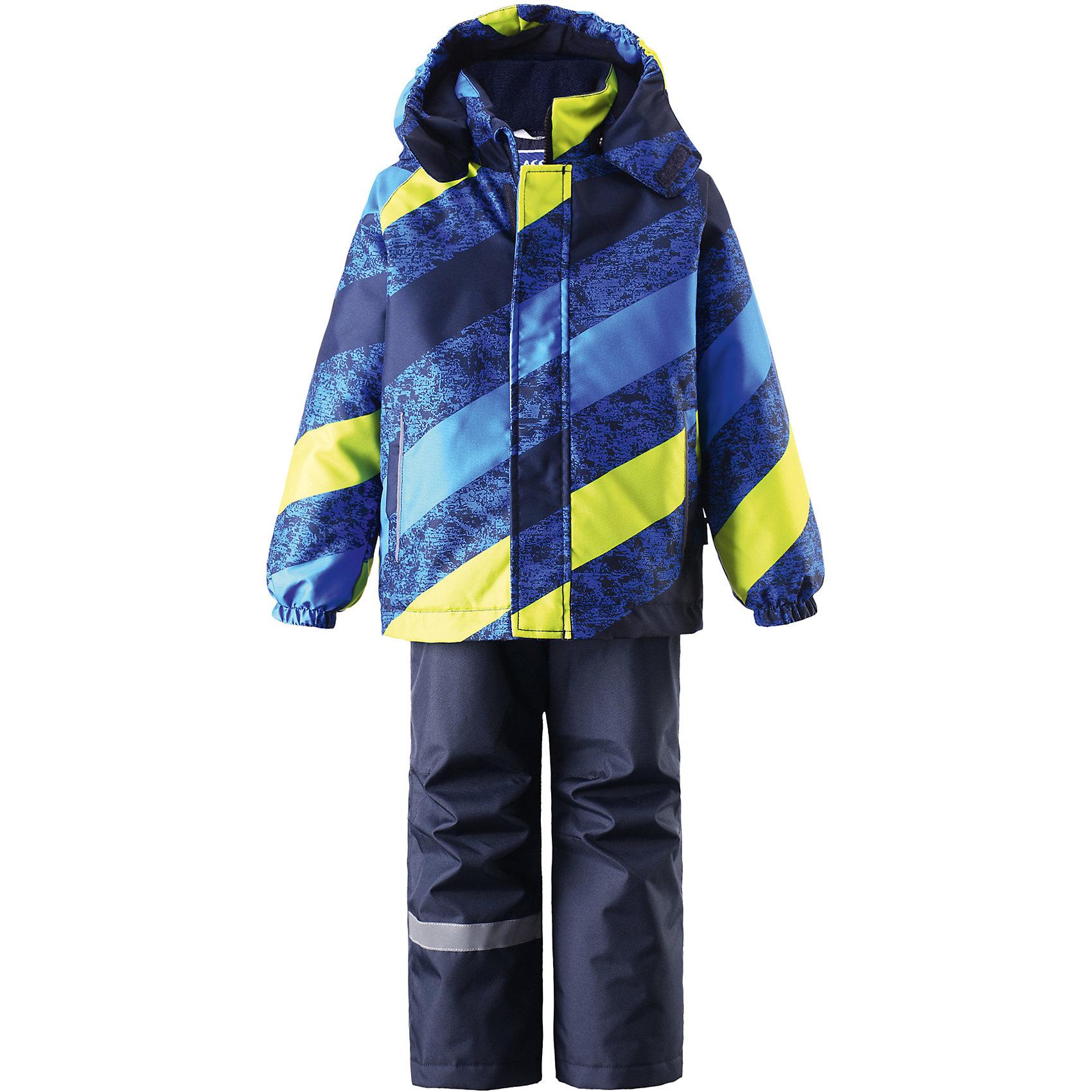 Комплект для мальчика LASSIE by ReimaЗимний комплект для детей известной финской марки.<br><br>- Сверхпрочный материал. Водоотталкивающий, ветронепроницаемый, «дышащий» и грязеотталкивающий материал.<br>- Задний серединный шов брюк проклеен. <br>- Гладкая подкладка из полиэстра.<br>-  Средняя степень утепления.<br>-  Безопасный, съемный капюшон.<br>-  Эластичные манжеты. Эластичная талия. <br>- Снегозащитные манжеты на штанинах. <br>- Ширинка на молнии. Два прорезных кармана.<br>-  Регулируемые и отстегивающиеся эластичные подтяжки. <br>- Принт по всей поверхности.  <br><br>Рекомендации по уходу: Стирать по отдельности, вывернув наизнанку. Застегнуть молнии и липучки. Соблюдать температуру в соответствии с руководством по уходу. Стирать моющим средством, не содержащим отбеливающие вещества. Полоскать без специального средства. Сушение в сушильном шкафу разрешено при  низкой температуре.<br><br>Состав: 100% Полиамид, полиуретановое покрытие.  Утеплитель «Lassie wadding» 100гр.(брюки); 180гр.(куртка).<br><br>Ширина мм: 190<br>Глубина мм: 74<br>Высота мм: 229<br>Вес г: 236<br>Цвет: синий<br>Возраст от месяцев: 18<br>Возраст до месяцев: 24<br>Пол: Мужской<br>Возраст: Детский<br>Размер: 92,140,134,128,122,116,110,104,98<br>SKU: 4782158