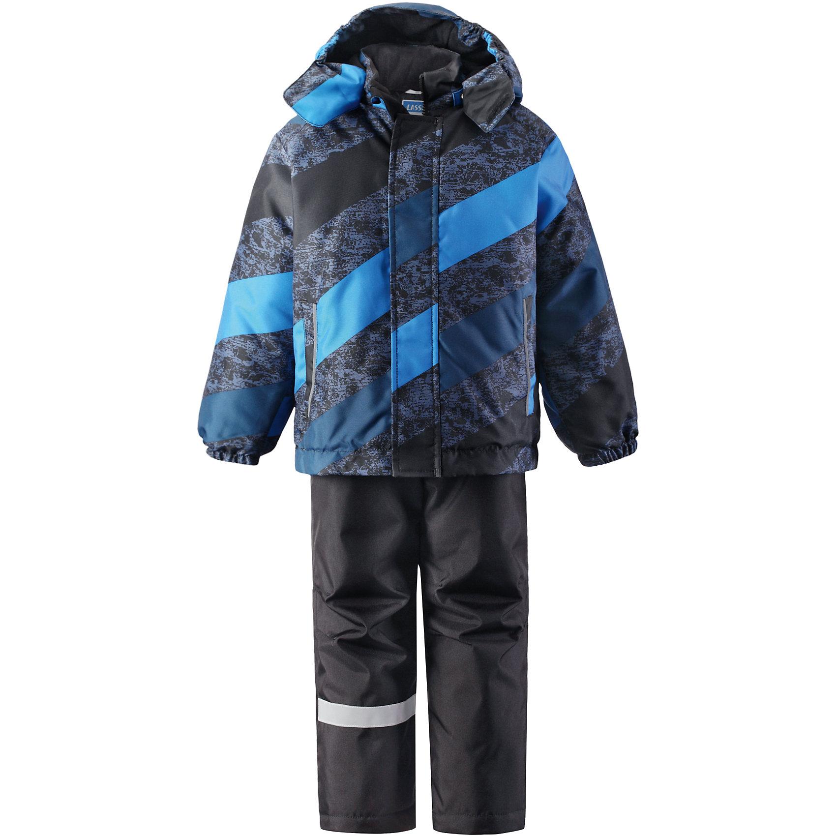 Комплект для мальчика LASSIEЗимний комплект для детей известной финской марки.<br><br>- Сверхпрочный материал. Водоотталкивающий, ветронепроницаемый, «дышащий» и грязеотталкивающий материал.<br>- Задний серединный шов брюк проклеен. <br>- Гладкая подкладка из полиэстра.<br>-  Средняя степень утепления.<br>-  Безопасный, съемный капюшон.<br>-  Эластичные манжеты. Эластичная талия. <br>- Снегозащитные манжеты на штанинах. <br>- Ширинка на молнии. Два прорезных кармана.<br>-  Регулируемые и отстегивающиеся эластичные подтяжки. <br>- Принт по всей поверхности.  <br><br>Рекомендации по уходу: Стирать по отдельности, вывернув наизнанку. Застегнуть молнии и липучки. Соблюдать температуру в соответствии с руководством по уходу. Стирать моющим средством, не содержащим отбеливающие вещества. Полоскать без специального средства. Сушение в сушильном шкафу разрешено при  низкой температуре.<br><br>Состав: 100% Полиамид, полиуретановое покрытие.  Утеплитель «Lassie wadding» 100гр.(брюки); 180гр.(куртка).<br><br>Ширина мм: 190<br>Глубина мм: 74<br>Высота мм: 229<br>Вес г: 236<br>Цвет: черный<br>Возраст от месяцев: 18<br>Возраст до месяцев: 24<br>Пол: Мужской<br>Возраст: Детский<br>Размер: 92,98,140,104,110,116,122,128,134<br>SKU: 4782168