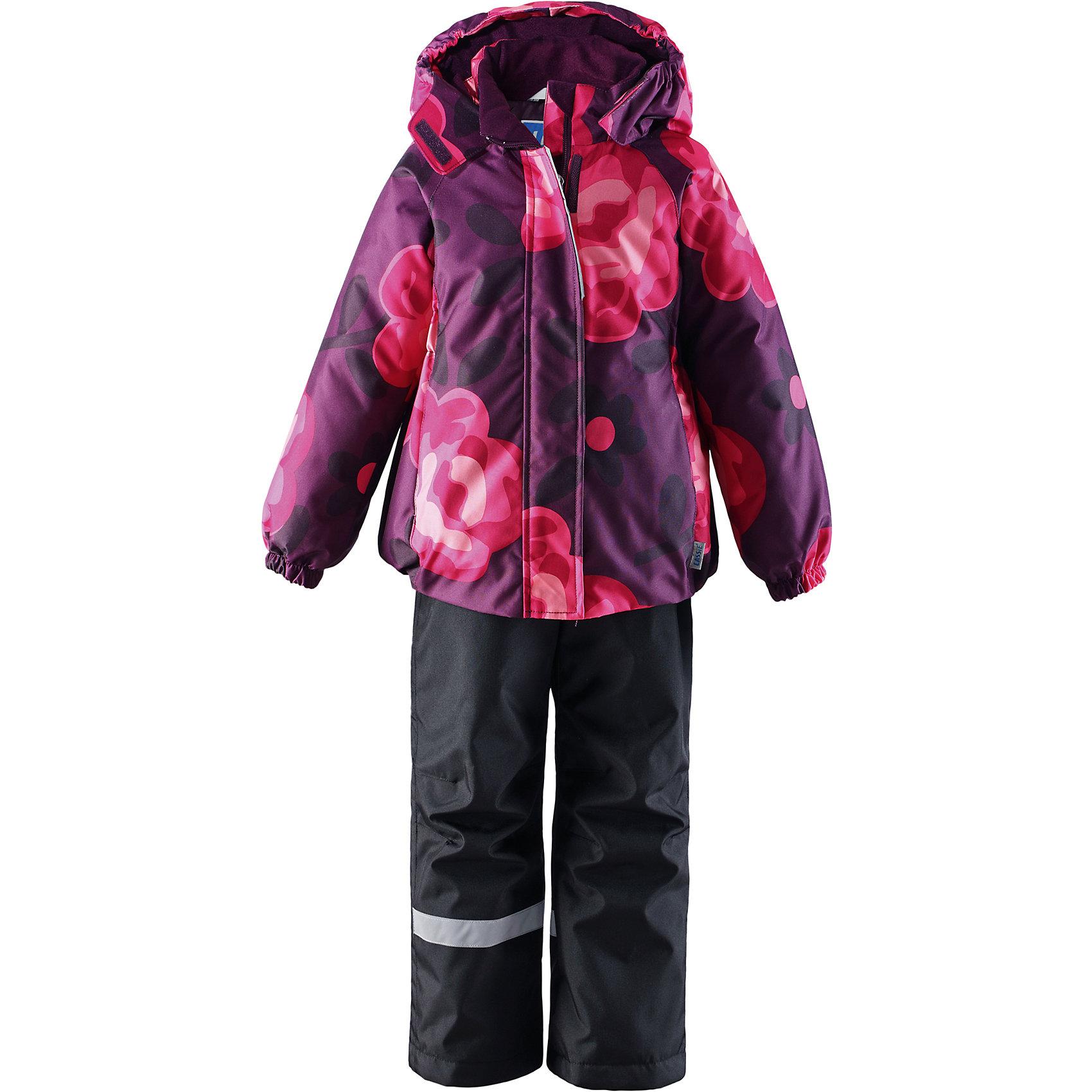 Комплект для девочки LASSIEОдежда<br>Зимний комплект для детей известной финской марки.<br><br>-  Прочный материал. Водоотталкивающий, ветронепроницаемый, «дышащий» и грязеотталкивающий материал.<br>-  Задний серединный шов брюк проклеен.<br>-  Гладкая подкладка из полиэстра.<br>-  Средняя степень утепления. <br>- Безопасный, съемный капюшон.<br>-  Эластичные манжеты. Эластичная талия. <br>- Регулируемый подол. Снегозащитные манжеты на штанинах. <br>- Ширинка на молнии. Карманы в боковых швах.<br>-  Регулируемые и отстегивающиеся эластичные подтяжки.<br>-  Принт по всей поверхности. <br><br> Рекомендации по уходу: Стирать по отдельности, вывернув наизнанку. Застегнуть молнии и липучки. Соблюдать температуру в соответствии с руководством по уходу. Стирать моющим средством, не содержащим отбеливающие вещества. Полоскать без специального средства. Сушение в сушильном шкафу разрешено при  низкой температуре.<br><br>Состав: 100% Полиамид, полиуретановое покрытие.  Утеплитель «Lassie wadding» 100гр.(брюки); 180гр.(куртка).<br><br>Ширина мм: 190<br>Глубина мм: 74<br>Высота мм: 229<br>Вес г: 236<br>Цвет: фиолетовый<br>Возраст от месяцев: 24<br>Возраст до месяцев: 36<br>Пол: Женский<br>Возраст: Детский<br>Размер: 98,140,92,104,110,116,122,128,134<br>SKU: 4782188