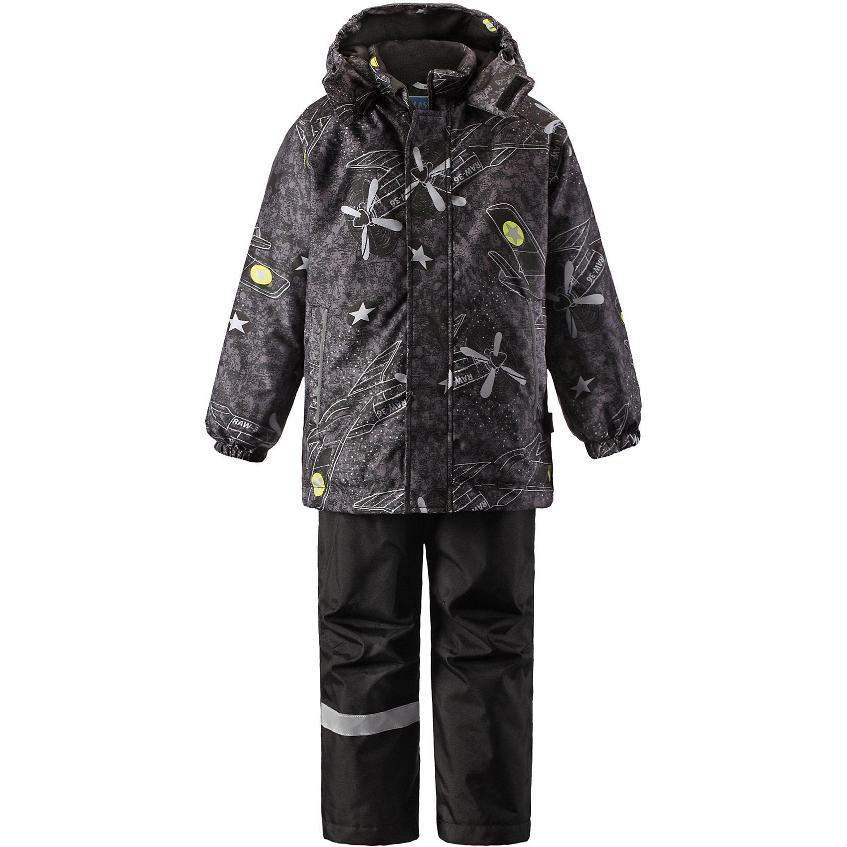 Комплект для мальчика LASSIEЗимний комплект для детей известной финской марки.<br><br>-  Прочный материал. Водоотталкивающий, ветронепроницаемый, «дышащий» и грязеотталкивающий материал.<br>-  Задний серединный шов брюк проклеен.<br>-  Гладкая подкладка из полиэстра.<br>-  Средняя степень утепления. <br>- Безопасный, съемный капюшон.<br>-  Эластичные манжеты. Эластичная талия. <br>- Регулируемый подол. Снегозащитные манжеты на штанинах. <br>- Ширинка на молнии. Карманы в боковых швах.<br>-  Регулируемые и отстегивающиеся эластичные подтяжки.<br>-  Принт по всей поверхности. <br><br> Рекомендации по уходу: Стирать по отдельности, вывернув наизнанку. Застегнуть молнии и липучки. Соблюдать температуру в соответствии с руководством по уходу. Стирать моющим средством, не содержащим отбеливающие вещества. Полоскать без специального средства. Сушение в сушильном шкафу разрешено при  низкой температуре.<br><br>Состав: 100% Полиамид, полиуретановое покрытие.  Утеплитель «Lassie wadding» 100гр.(брюки); 180гр.(куртка).<br><br>Ширина мм: 190<br>Глубина мм: 74<br>Высота мм: 229<br>Вес г: 236<br>Цвет: черный<br>Возраст от месяцев: 36<br>Возраст до месяцев: 48<br>Пол: Мужской<br>Возраст: Детский<br>Размер: 104,110,116,122,128,134,140,92,98<br>SKU: 4782228