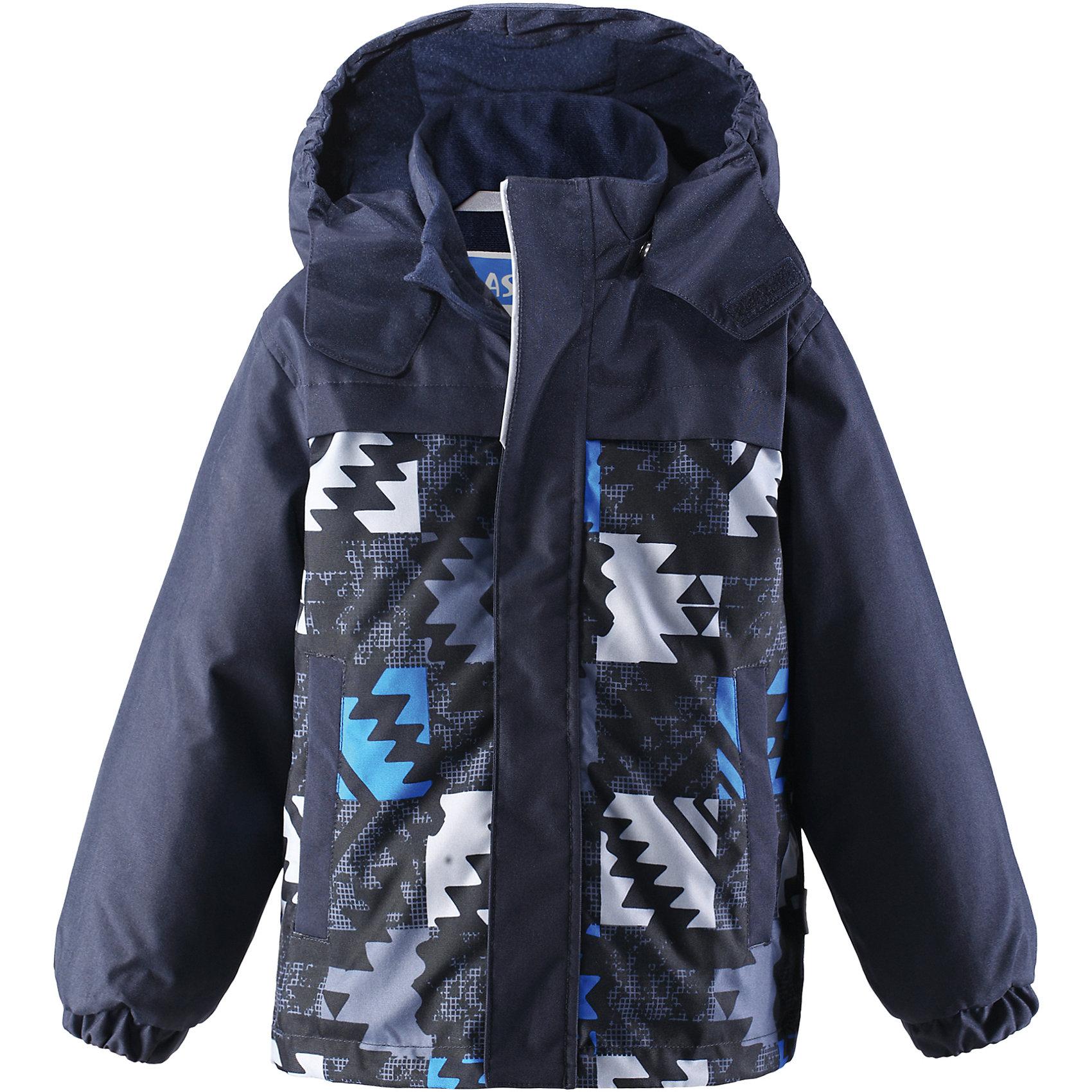 Куртка для мальчика LASSIEЗимняя куртка для детей звестной финской марки.<br><br>- Прочный материал. Водоотталкивающий, ветронепроницаемый, «дышащий» и грязеотталкивающий материал.<br>- Гладкая подкладка из полиэстра. <br>- Средняя степень утепления<br>- Безопасный, съемный капюшон. <br>- Эластичные манжеты. <br>- Регулируемый подол. <br>- Два прорезных кармана.<br>-  Принт по всей поверхности.  <br><br>Рекомендации по уходу: Стирать по отдельности, вывернув наизнанку. Застегнуть молнии и липучки. Соблюдать температуру в соответствии с руководством по уходу. Стирать моющим средством, не содержащим отбеливающие вещества. Полоскать без специального средства. Сушение в сушильном шкафу разрешено при  низкой температуре.<br><br>Состав: 100% Полиамид, полиуретановое покрытие, 100% Полиамид, полиуретановое покрытие.  Утеплитель «Lassie wadding» 180гр.<br><br>Ширина мм: 356<br>Глубина мм: 10<br>Высота мм: 245<br>Вес г: 519<br>Цвет: синий<br>Возраст от месяцев: 96<br>Возраст до месяцев: 108<br>Пол: Мужской<br>Возраст: Детский<br>Размер: 134,140,92,98,104,110,116,122,128<br>SKU: 4782398