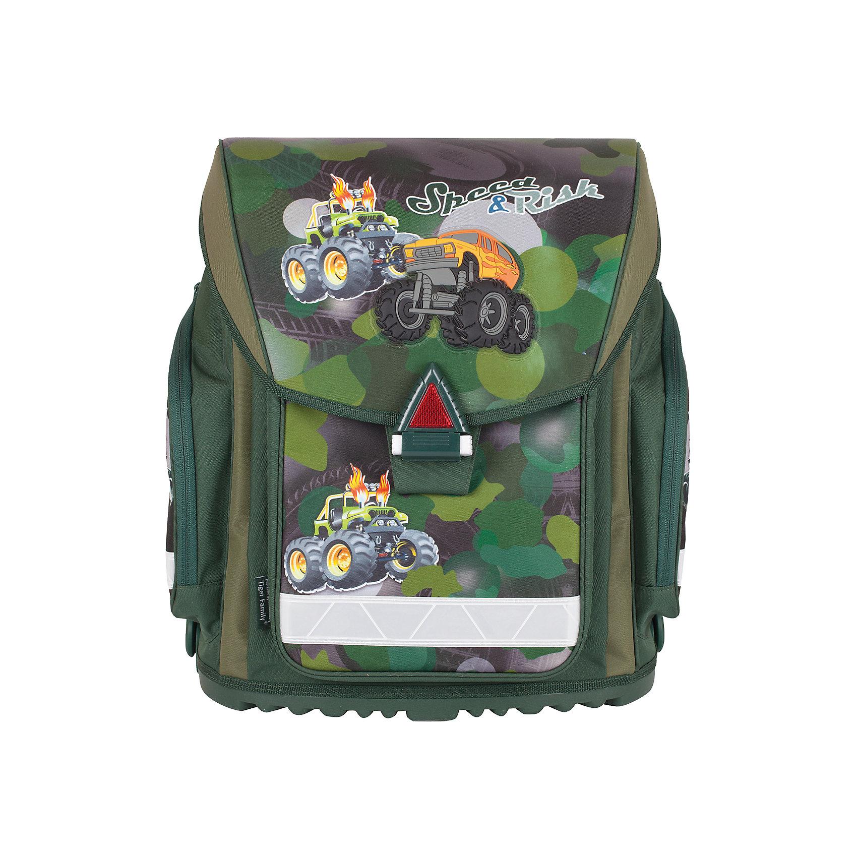 Ранец ВнедорожникО таком ранце мечтает каждый мальчишка. Прочный материал, удобные карманы для всех нужных мелочей и застежка, которую легко открывать и закрывать, яркий объемный рисунок для хорошего настроения.<br> Такой ранец будет прекрасным подарком к 1 сентября!<br><br>Особенности:<br>- 1 отделение, 3 кармана;<br>- Прорезиненное дно;<br>- Формоустойчивая вентилируемая спинка;<br>- Широкие регулируемые лямки;<br>- Светоотражающие элементы;<br>- Водоотталкивающая ткань.<br><br>Дополнительная информация: <br><br>- Размер - 38х36х22 см.<br>- Объем - 20 л.<br>- Размер упаковки: 19х36х41 см.<br>- Вес в упаковке: 1,440 кг.<br><br>Ранец Внедорожник можно купить в нашем магазине.<br><br>Ширина мм: 190<br>Глубина мм: 360<br>Высота мм: 410<br>Вес г: 1440<br>Возраст от месяцев: 72<br>Возраст до месяцев: 120<br>Пол: Мужской<br>Возраст: Детский<br>SKU: 4792801