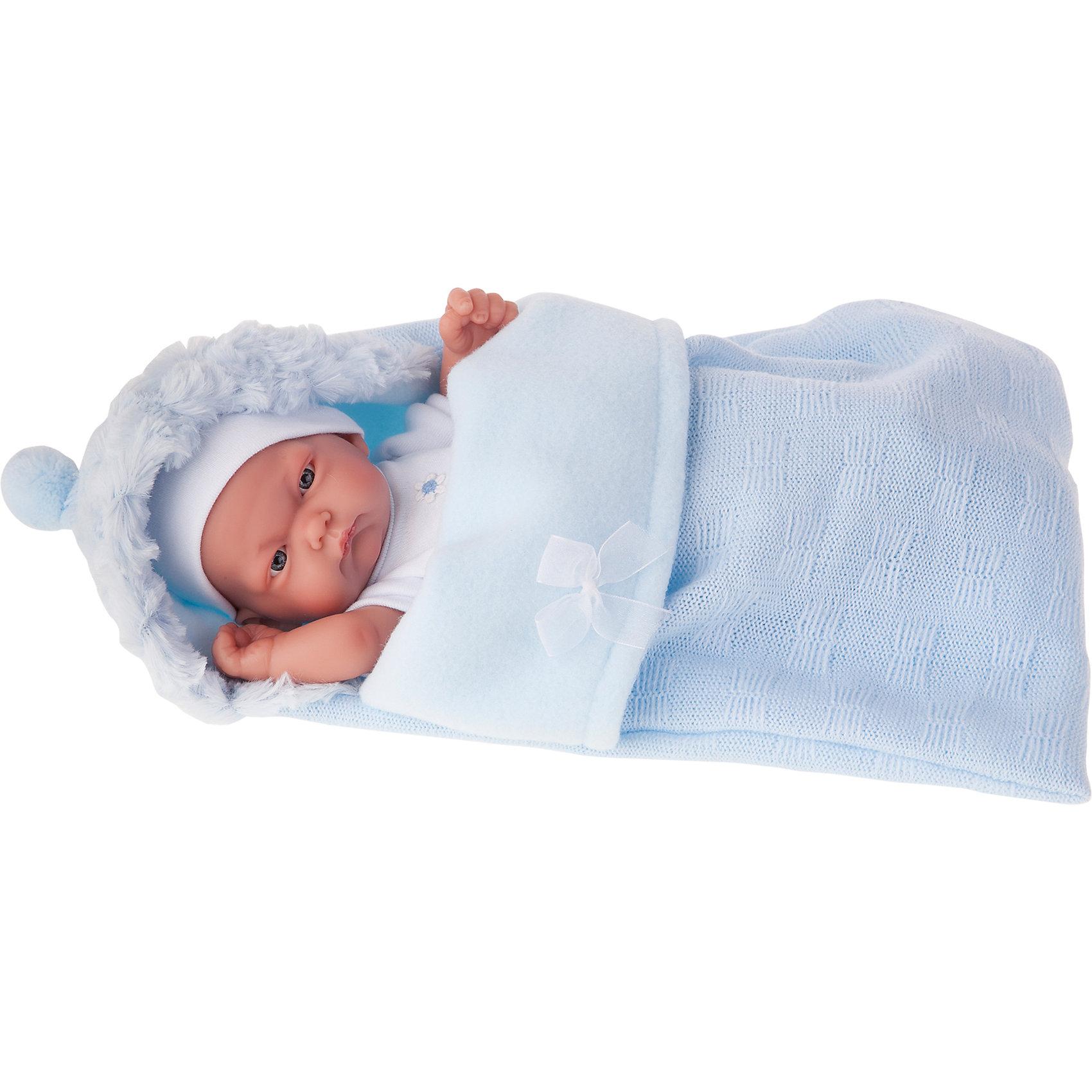 Кукла-младенец Карлос в конверте, голубой, 26 см, Munecas Antonio JuanКлассические куклы<br>Кукла-младенец Карлос в конверте, голубой, 26 см, Munecas Antonio Juan (Мунекас от Антонио Хуан) ? этот малыш от всемирно известного испанского бренда Мунекас от Антонио Хуан, который знаменит своими реалистичными куклами. Кукла изготовлена из винила высшего качества, ее тело ? полностью виниловое. Ручки и ножки подвижны, глазки не закрываются. <br>Карлос полностью имитирует новорожденного ребенка. Его серьезный сосредоточенный взгляд, чуть надутые губки и ручки, зажатые в кулачки, не оставят равнодушными ни одну девочку.<br>Кукла-младенец Карлос в конверте, голубой, 26 см, Munecas Antonio Juan (Мунекас от Антонио Хуан) разработана с учетом анатомических особенностей и мимики младенцев. Играя с куклой, ваш ребенок реалистично проживает роль «мамы», учится ухаживать за малышом, заботиться о нем.<br>В комплекте с Карлосом имеется приданное для новорожденного: белый костюмчик с голубыми шортиками в горошек, мягкая пеленочка, нагрудник для кормления и теплый голубой конверт для прогулок. Особое удовольствие вашей дочери доставит купание Карлоса.<br>Куклы JUAN ANTONIO munecas (Мунекас от Антонио Хуан) ? мечта девочки любого возраста!<br><br>Дополнительная информация:<br><br>- Вид игр: сюжетно-ролевые игры <br>- Материал: кукла полностью виниловая<br>- Комплектация: пеленка, костюмчик, конверт, нагрудник, чепчик <br>- Высота куклы: 26 см<br>- Вес: 2 кг 680 г<br>- Особенности ухода: одежда ? ручная стирка, куклу можно купать <br><br>Подробнее:<br><br>• Для детей в возрасте: от 3 лет и до 6 лет<br>• Страна производитель: Испания<br>• Торговый бренд: JUAN ANTONIO munecas <br><br>Куклу-младенца Карлос в конверте, голубого, 26 см, Munecas Antonio Juan (Мунекас от Антонио Хуан) можно купить в нашем интернет-магазине.<br><br>Ширина мм: 350<br>Глубина мм: 200<br>Высота мм: 125<br>Вес г: 2680<br>Возраст от месяцев: 36<br>Возраст до месяцев: 72<br>Пол: Женский<br>Возраст: Детский<br>SKU: 479