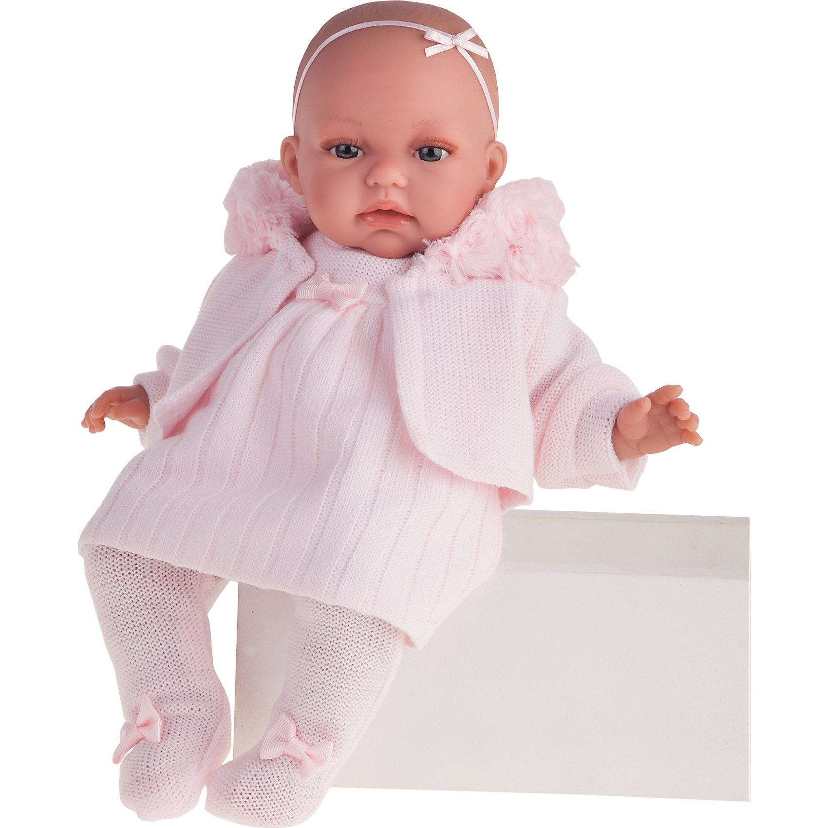 Кукла Стефания, 34 см, Munecas Antonio JuanКукла Стефания, 34 см, Munecas Antonio Juan (Мунекас от Антонио Хуан) ? это очаровательный малыш от всемирно известного испанского бренда Мунекас от Антонио Хуан, который знаменит своими реалистичными куклами. Кукла изготовлена из винила высшего качества, ее тело ? мягконабивное, ручки и ножки подвижны, голова поворачивается в стороны, глазки не закрываются. <br>Выразительный взгляд карих глаз, обрамленных длинными пышными ресничками, нежные черты лица, розовые щечки, пухленькие губки и курносый носик. Если Стефании нажать на животик, она начинает по-детски лепетать. Замолчит малышка только после того, как ей в ротик вставят соску.<br>Кукла Стефания, 34 см, Munecas Antonio Juan (Мунекас от Антонио Хуан) разработана с учетом анатомических особенностей и мимики младенцев. Играя с пупсом, ваш ребенок реалистично проживает роль «мамы», учится ухаживать за малышом, заботиться о нем.<br>Малышка Стефания очень стильная.  У нее теплый дизайнерский комплект одежды: розовое вязаное платьице, ползуночки и теплая кофточка. Весь комплект одежды демонстрирует тонкое чувства стиля и вкуса в одежде.<br>Куклы JUAN ANTONIO munecas (Мунекас от Антонио Хуан) ? мечта девочки любого возраста!<br><br>Дополнительная информация:<br><br>- Вид игр: сюжетно-ролевые игры <br>- Дополнительные функции: лепетание<br>- Комплектация: кукла, соска<br>- Материал: пластик, винил, текстиль<br>- Высота куклы: 34 см<br>- Вес: 2 кг 680 г<br>- Батарейки: 3 шт. 3 LR44 (в комплекте)<br>- Особенности ухода: одежда ? ручная стирка, саму куклу мыть не рекомендуется <br><br>Подробнее:<br><br>• Для детей в возрасте: от 3 лет и до 6 лет<br>• Страна производитель: Испания<br>• Торговый бренд: JUAN ANTONIO munecas <br><br>Куклу Стефанию, 34 см, Munecas Antonio Juan (Мунекас от Антонио Хуан) (Мунекас от Антонио Хуан) можно купить в нашем интернет-магазине.<br><br>Ширина мм: 440<br>Глубина мм: 245<br>Высота мм: 120<br>Вес г: 2366<br>Возраст от месяцев: 36<br>Возраст до месяцев