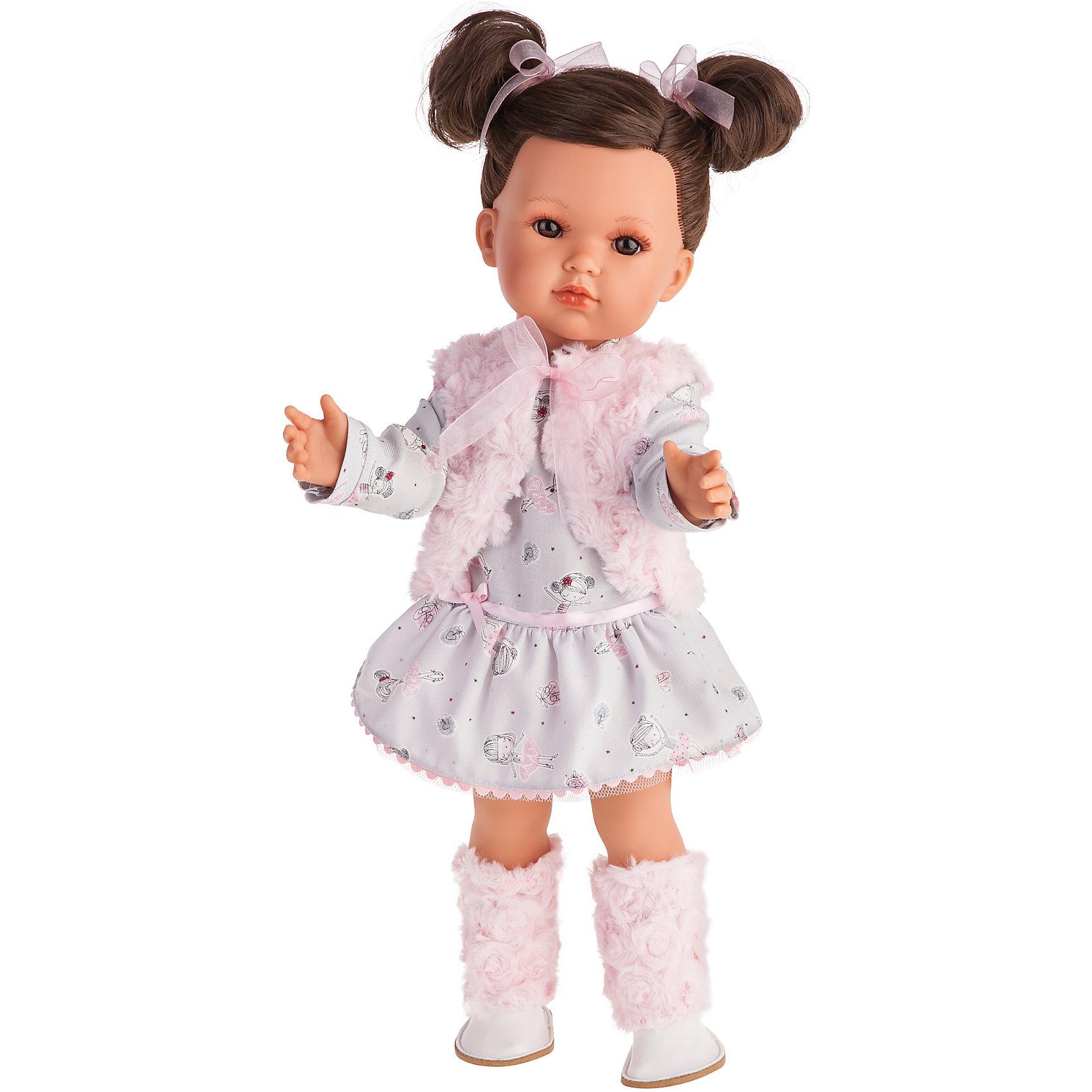 Белла в розовом жилете, 45 см, Munecas Antonio JuanБренды кукол<br>Белла в розовом жилете, 45 см, Munecas Antonio Juan (Мунекас от Антонио Хуан) ? это новый образ серии кукол от всемирно известного испанского бренда Мунекас от Антонио Хуан, который знаменит своими реалистичными куклами. Кукла изготовлена из винила высшего качества с добавлением силикона. Это куклы в образе подросших девочек, которые уже умеют разбираться в стильной одежде и правильно подбирать комплекты в зависимости от сезона. Эти куклы имеют стройную фигуру и милые выражения лица. Руки и ноги у куклы подвижны, голова поворачивается в стороны, глаза не закрываются. <br>Белла яркая брюнетка с большими карими глазами. Эта симпатичная юная леди непременно станет лучшей подружкой для вашей дочери.<br>Белла в розовом жилете, 45 см, Munecas Antonio Juan (Мунекас от Антонио Хуан) научит вашу девочку чувствовать стиль в одежде, отличать дизайнерские вещи и правильно подбирать комплекты.<br>Белла одета в платье с длинным рукавом, поверх которого ? стильная меховая жилетка розового цвета.  На ногах у нее высокие ботинки, отделанные мехом. Весь комплект демонстрирует нежность и очарование.<br>Куклы JUAN ANTONIO munecas (Мунекас от Антонио Хуан) ? мечта девочки любого возраста!<br><br>Дополнительная информация:<br><br>- Вид игр: сюжетно-ролевые игры <br>- Материал: винил, текстиль<br>- Высота куклы: 45 см<br>- Вес: 15 кг 250 г<br>- Особенности ухода: одежда ? ручная стирка, куклу можно купать <br><br>Подробнее:<br><br>• Для детей в возрасте: от 3 лет и до 6 лет<br>• Страна производитель: Испания<br>• Торговый бренд: JUAN ANTONIO munecas <br><br>Беллу в розовом жилете, 45 см, Munecas Antonio Juan (Мунекас от Антонио Хуан) можно купить в нашем интернет-магазине.<br><br>Ширина мм: 530<br>Глубина мм: 275<br>Высота мм: 135<br>Вес г: 1525<br>Возраст от месяцев: 36<br>Возраст до месяцев: 72<br>Пол: Женский<br>Возраст: Детский<br>SKU: 4792883
