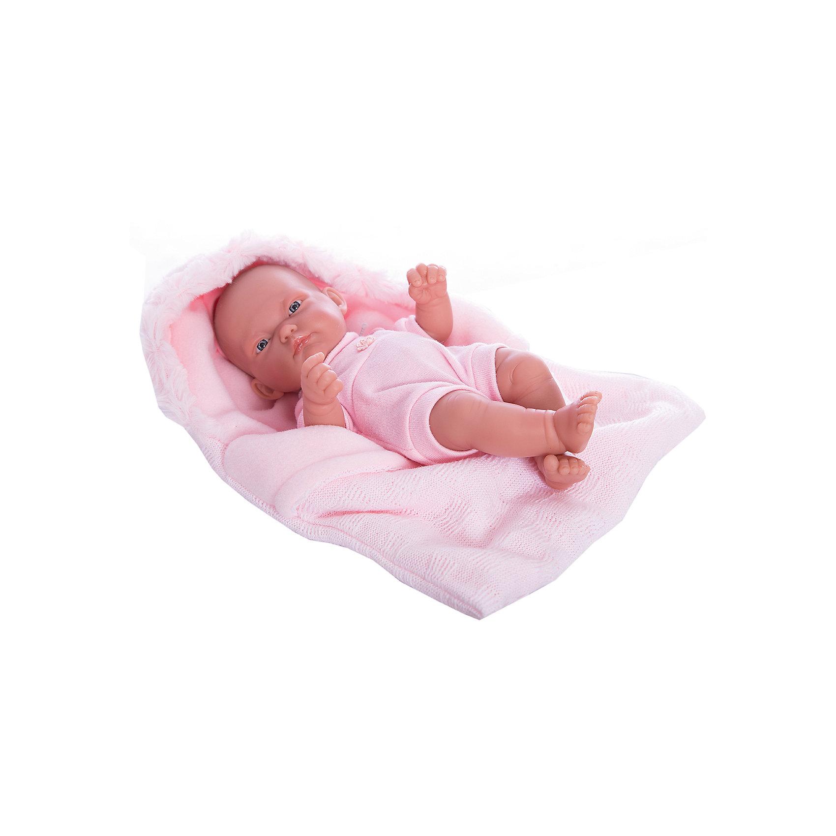 Кукла-младенец Карла в конверте, розовый, 26 см, Munecas Antonio JuanКлассические куклы<br>Кукла-младенец Карла в конверте, розовый, 26 см, Munecas Antonio Juan (Мунекас от Антонио Хуан) ? этот малышка от всемирно известного испанского бренда Мунекас от Антонио Хуан, который знаменит своими реалистичными куклами. Кукла полностью изготовлена из винила высшего качества. Ручки и ножки подвижны, голова поворачивается в стороны, глазки не закрываются. <br>Карла полностью имитирует новорожденного ребенка. Ее серьезный сосредоточенный взгляд, чуть надутые губки и ручки, зажатые в кулачки, не оставят равнодушными ни одну девочку.<br>Кукла-младенец Карла в конверте, розовый, 26 см, Munecas Antonio Juan (Мунекас от Антонио Хуан) разработана с учетом анатомических особенностей и мимики младенцев. Играя с куклой, ваш ребенок реалистично проживает роль «мамы», учится ухаживать за малышом, заботиться о нем.<br>В комплекте с Карлой имеется приданное для новорожденного: мягкая пеленочка и теплый розовый конверт для прогулок. Особое удовольствие вашей дочери доставит купание Карлы в воде.<br>Куклы JUAN ANTONIO munecas (Мунекас от Антонио Хуан) ? мечта девочки любого возраста!<br><br>Дополнительная информация:<br><br>- Вид игр: сюжетно-ролевые игры <br>- Материал: винил<br>- Комплектация: пеленка, конверт, чепчик <br>- Высота куклы: 26 см<br>- Вес: 2 кг 680 г<br>- Особенности ухода: одежда ? ручная стирка, куклу можно купать <br><br>Подробнее:<br><br>• Для детей в возрасте: от 3 лет и до 6 лет<br>• Страна производитель: Испания<br>• Торговый бренд: JUAN ANTONIO munecas <br><br>Кукла-младенец Карла в конверте, розовый, 26 см, Munecas Antonio Juan (Мунекас от Антонио Хуан) можно купить в нашем интернет-магазине.<br><br>Ширина мм: 350<br>Глубина мм: 200<br>Высота мм: 125<br>Вес г: 2680<br>Возраст от месяцев: 36<br>Возраст до месяцев: 72<br>Пол: Женский<br>Возраст: Детский<br>SKU: 4792889