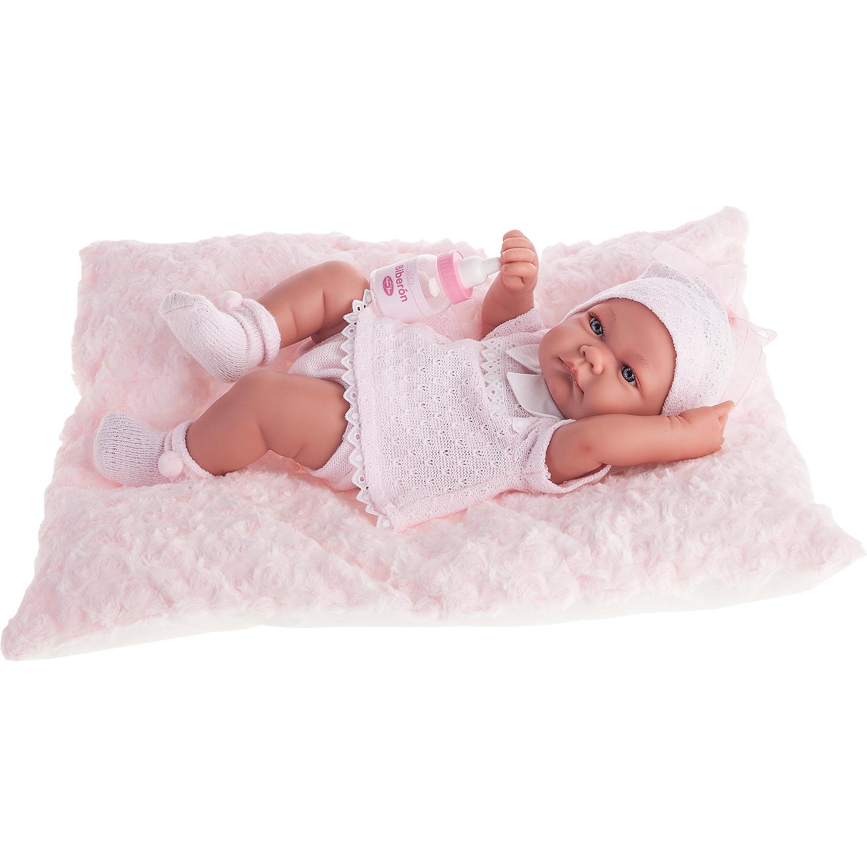 Кукла-младенец Ника в розовом, 42 см, Munecas Antonio JuanКлассические куклы<br>Кукла-младенец Ника в розовом, 42 см, Munecas Antonio Juan (Мунекас от Антонио Хуан) ? это очаровательный малыш от всемирно известного испанского бренда Мунекас от Антонио Хуан, который знаменит своими реалистичными куклами. Кукла изготовлена из винила высшего качества, ручки и ножки подвижны, голова поворачивается в стороны, глазки не закрываются. <br>Нежные черты лица, розовые щечки, пухленькие губки, курносый носик.  <br>Кукла-младенец Ника в розовом, 42 см, Munecas Antonio Juan (Мунекас от Антонио Хуан) разработана с учетом анатомических особенностей и мимики младенцев. Играя с пупсом, ваш ребенок реалистично проживает роль «мамы», учится ухаживать за малышом, заботиться о нем.<br>У малыша Нико стильный наряд: розовое платьице, белые носочки и  шапочка.<br>Куклы JUAN ANTONIO munecas (Мунекас от Антонио Хуан) ? мечта девочки любого возраста!<br><br>Дополнительная информация:<br><br>- Вид игр: сюжетно-ролевые игры <br>- Материал: винил, текстиль<br>- Комплектация: кукла, бутылочка, мягкая подушечка<br>- Высота куклы: 42 см<br>- Вес: 3 кг 750 г<br>- Особенности ухода: одежда ? ручная стирка, куклу можно купать <br><br>Подробнее:<br><br>• Для детей в возрасте: от 3 лет и до 6 лет<br>• Страна производитель: Испания<br>• Торговый бренд: JUAN ANTONIO munecas <br><br>Кукла-младенец Ника в розовом, 42 см, Munecas Antonio Juan (Мунекас от Антонио Хуан) (Мунекас от Антонио Хуан) можно купить в нашем интернет-магазине.<br><br>Ширина мм: 505<br>Глубина мм: 265<br>Высота мм: 160<br>Вес г: 3750<br>Возраст от месяцев: 36<br>Возраст до месяцев: 72<br>Пол: Женский<br>Возраст: Детский<br>SKU: 4792894