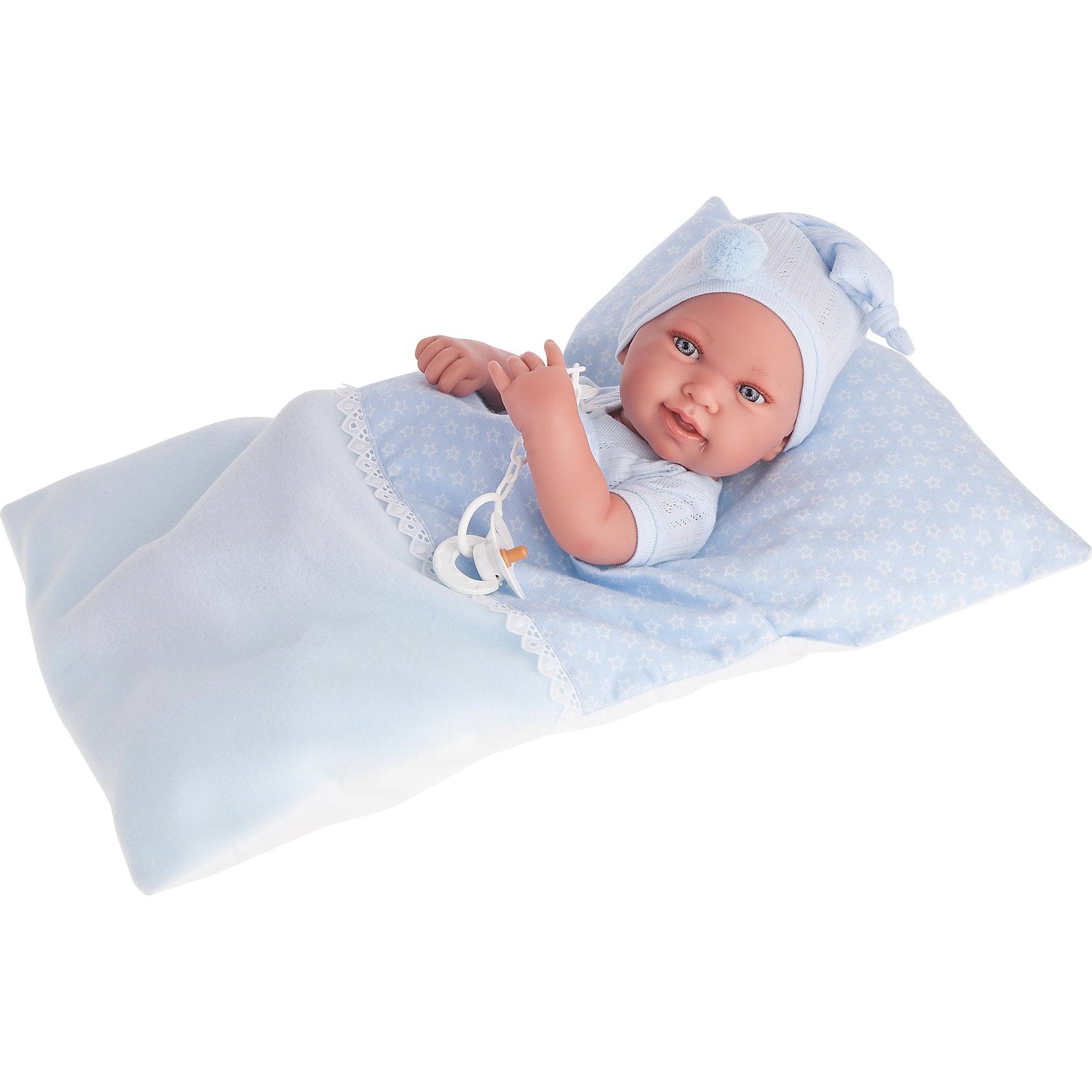 Кукла-младенец Пипо (мальчик) в голубом, 42 см, Munecas Antonio JuanКлассические куклы<br>Кукла-младенец Пипо (мальчик) в голубом, 42 см, Munecas Antonio Juan (Мунекас от Антонио Хуан) ? это очаровательный малыш от всемирно известного испанского бренда Мунекас от Антонио Хуан, который знаменит своими реалистичными куклами. Кукла изготовлена из винила высшего качества, ручки и ножки подвижны, голова поворачивается в стороны, глазки не закрываются. <br>Нежные черты лица, розовые щечки, пухленькие губки, курносый носик.  <br>Кукла-младенец Пипо (мальчик) в голубом, 42 см, Munecas Antonio Juan (Мунекас от Антонио Хуан) разработана с учетом анатомических особенностей и мимики младенцев. Играя с пупсом, ваш ребенок реалистично проживает роль «мамы», учится ухаживать за малышом, заботиться о нем.<br>У малыша Оли стильный наряд: голубой комплект одежды, варежки-антицарапки, белое одеяльце.<br>Куклы JUAN ANTONIO munecas (Мунекас от Антонио Хуан) ? мечта девочки любого возраста!<br><br>Дополнительная информация:<br><br>- Вид игр: сюжетно-ролевые игры <br>- Комплектация: варежки-антицарапки, одеяльце, соска<br>- Материал: винил, текстиль<br>- Высота куклы: 42 см<br>- Вес: 5 кг 625 г<br>- Особенности ухода: одежда ? ручная стирка, куклу можно купать <br><br>Подробнее:<br><br>• Для детей в возрасте: от 3 лет и до 6 лет<br>• Страна производитель: Испания<br>• Торговый бренд: JUAN ANTONIO munecas <br><br>Куклу-младенца Пипо (мальчик) в голубом, 42 см, Munecas Antonio Juan (Мунекас от Антонио Хуан) (Мунекас от Антонио Хуан) можно купить в нашем интернет-магазине.<br><br>Ширина мм: 505<br>Глубина мм: 265<br>Высота мм: 160<br>Вес г: 5625<br>Возраст от месяцев: 36<br>Возраст до месяцев: 72<br>Пол: Женский<br>Возраст: Детский<br>SKU: 4792895
