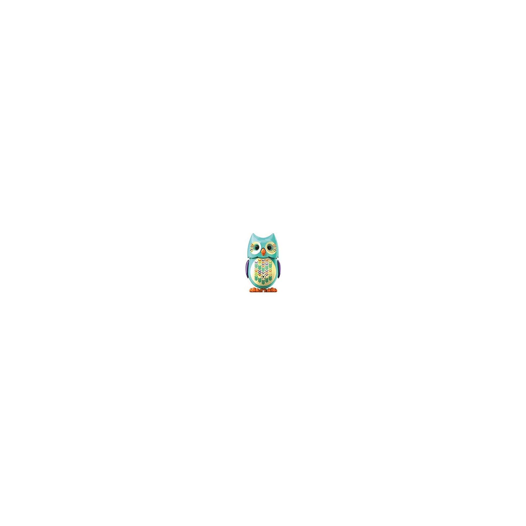 Поющая сова с кольцом, бирюзовая, DigiBirdsИнтерактивные животные<br>Поющая сова с кольцом, бирюзовая, DigiBirds, Silverlit (Сильверлит) ? интерактивная птичка от мирового производителя детских товаров Silverlit (Сильверлит). Сова оснащена световыми и звуковыми эффектами. Ее творческий репертуар состоит из 55 песенок, которые исполняются как в сольном виде, так и в хоровом. Имея столь разнообразный репертуар, эта игрушка вряд ли быстро наскучит вашему ребенку. Активируется сова тремя способами: на нее достаточно подуть или посвистеть в свисток, который идет в комплекте, или резко взмахнуть по воздуху, держа птичку в руке. Кроме того, сова умеет танцевать: в такт музыке машет крыльями, раскрывает клюв и поворачивает головой. Кроме того, пение сопровождается свечением больших очаровательных глаз.<br>Поющая сова с кольцом, бирюзовая, DigiBirds, Silverlit (Сильверлит) ? совершенно уникальная игрушка, которая не только развлекает вашего ребенка, но и занимается его музыкальным развитием. В первую очередь, она способствует формированию музыкального слуха и памяти. Простые действия: подуть в свисток, подуть на сову ? простые, но очень эффективные упражнения, которые направлены на развитие речевого аппарата.<br>Поющая сова с кольцом, бирюзовая, DigiBirds, Silverlit (Сильверлит) ? это миниатюрный музыкальный центр для вашего ребенка.<br><br>Дополнительная информация:<br><br>- Вид игр: сюжетно-ролевые игры <br>- Предназначение: для дома<br>- Батарейки: 3 шт. LR44<br>- Материал: высококачественный пластик<br>- Размер (ДхШхВ): 6,4*15,2*10,2 см<br>- Вес: 91 г<br>- Комплектация: сова, свисток-кольцо для птички, инструкция, батарейки<br>- Особенности ухода: протирать влажной губкой<br><br>ВНИМАНИЕ! Данный артикул имеется в наличии в разных цветовых исполнениях (сиреневый, красный, бирюзовый, белый, розовый, оранжевый). К сожалению, заранее выбрать определенный цвет невозможно. <br><br>Подробнее:<br><br>• Для детей в возрасте: от 3 лет и до 7 лет <br>• Страна производитель: Китай<b