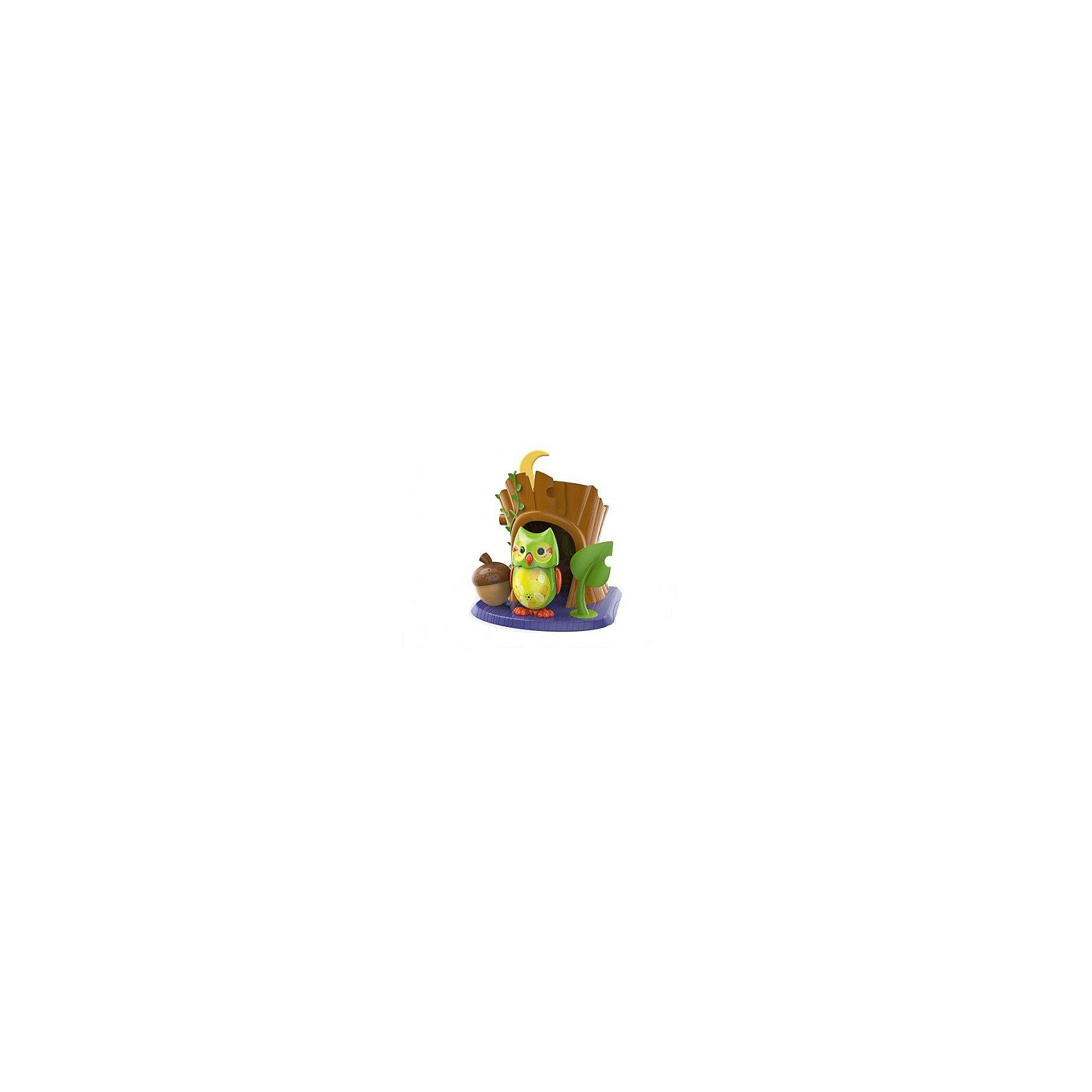 Поющая сова с домиком, зеленая, DigiBirdsИнтерактивные животные<br>Поющая сова с домиком, зеленая, DigiBirds, Silverlit (Сильверлит) ? еще одна вариация на тему интерактивной птички от мирового производителя детских товаров Silverlit (Сильверлит). Сова оснащена световыми и звуковыми эффектами. Ее творческий репертуар состоит из 55 песенок, которые исполняются как в сольном виде, так и в хоровом. Имея столь разнообразный репертуар, эта игрушка вряд ли быстро наскучит вашему ребенку. Активируется сова тремя способами: на нее достаточно подуть или посвистеть в свисток, который идет в комплекте, или резко взмахнуть по воздуху, держа птичку в руке. Кроме того, сова умеет танцевать: в такт музыки машет крыльями, раскрывает клюв и поворачивает головой. Кроме того, пение сопровождается свечением больших очаровательных глаз.<br>Поющая сова с домиком, зеленая, DigiBirds, Silverlit (Сильверлит)  ? совершенно уникальная игрушка, которая не только развлекает вашего ребенка, но и занимается его музыкальным развитием. В первую очередь, она способствует формированию музыкального слуха и памяти. Простые действия: подуть в свисток, подуть на сову ? простые, но очень эффективные упражнения, которые направлены на развитие речевого аппарата.<br>Поющая сова с домиком, зеленая, DigiBirds, Silverlit (Сильверлит)  ? это миниатюрный музыкальный центр для вашего ребенка.<br><br>Дополнительная информация:<br><br>- Вид игр: сюжетно-ролевые игры <br>- Предназначение: для дома<br>- Дополнительные функции: синхронизация со всеми персонажами DigiFriends<br>- Батарейки: 3 шт. LR44<br>- Материал: высококачественный пластик<br>- Размер (ДхШхВ): 10,8*15,2*17,2 см<br>- Вес: 308 г<br>- Комплектация: сова, свисток, подставка-домик, инструкция, батарейки<br>- Особенности ухода: протирать влажной губкой<br><br>ВНИМАНИЕ! Данный артикул имеется в наличии в разных цветовых исполнениях (синий, зеленый, розовый). К сожалению, заранее выбрать определенный цвет невозможно. <br><br>Подробнее:<br><br>• Для детей в в