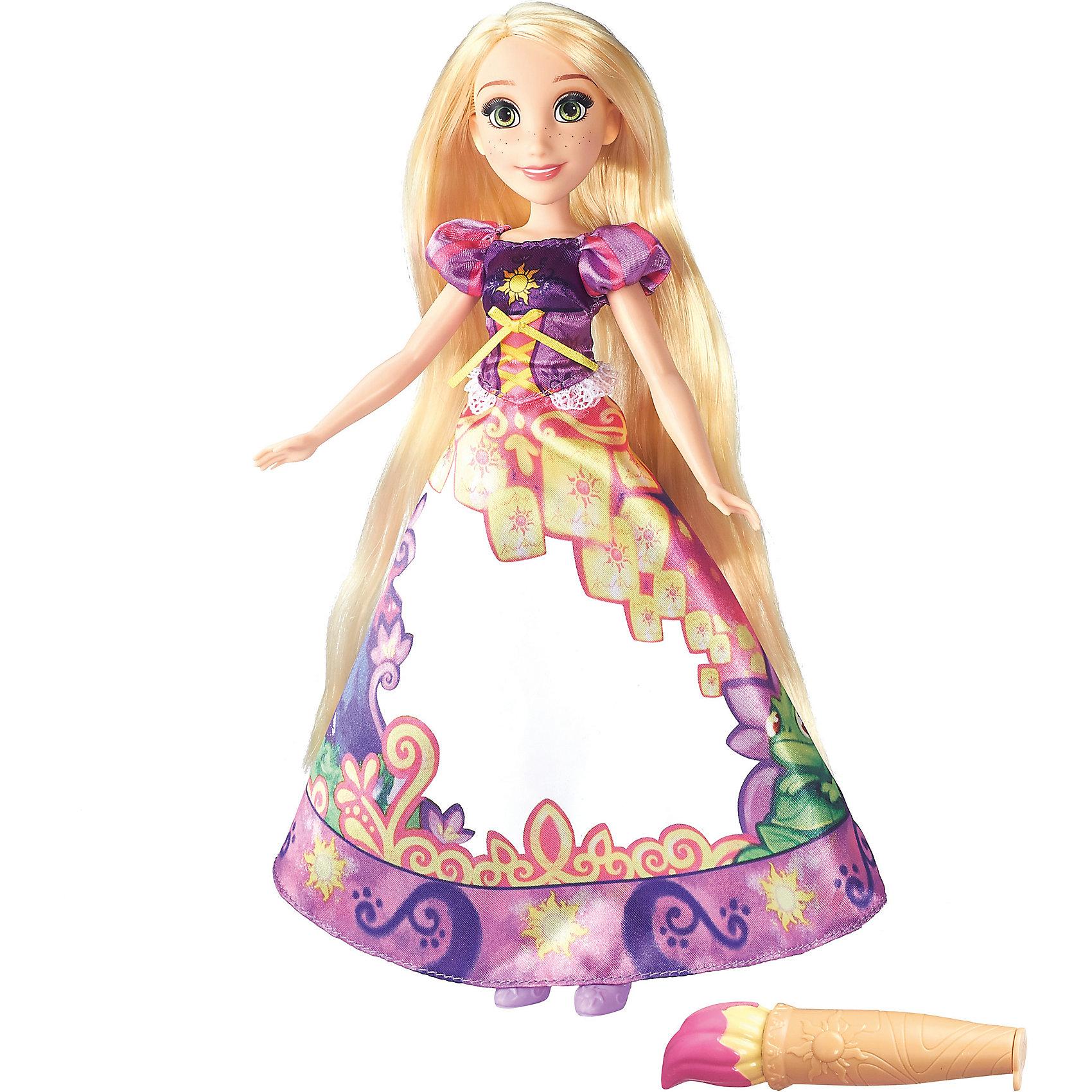 Модная кукла Рапунцель в юбке с проявляющимся принтом, Принцессы ДиснейИгрушки<br>Модная кукла Принцесса в юбке с проявляющимся принтом, Принцессы Дисней (Disney Princess), станет прекрасным подарком для всех маленьких поклонниц диснеевских сказок. В комплект входит кукла в удивительной юбке с проявляющимися принтом и сосуд для воды. В ассортименте представлены 3 куклы: Рапунцель, Золушка и Мерида. Каждая принцесса одета в роскошное бальное платье, большую часть которого занимает белая область. Намочив юбку с помощью специальной емкости для воды, Вы увидите, как на ней проявляется красивый рисунок с эпизодом из сказочной истории героини. Когда юбка высохнет, узор вновь пропадет. Емкость для воды выполнена в форме характерных аксессуаров героинь - волшебная палочка у Золушки, у Рапунцель - волшебная кисть, а у Мериды - волшебный флакон.  <br><br> Дополнительная информация: <br><br> - В комплекте: кукла, емкость для воды. <br> - Материал: пластик, текстиль.<br> - Высота куклы: 28 см. <br> - Размер упаковки: 20,3 x 6,4 x 32,4 см.<br> - Вес: 0,301 кг.  <br><br>Модную куклу Принцесса в юбке с проявляющимся принтом, Принцессы Дисней (Disney Princess), можно купить в нашем интернет-магазине.<br><br>Ширина мм: 64<br>Глубина мм: 203<br>Высота мм: 324<br>Вес г: 301<br>Возраст от месяцев: 36<br>Возраст до месяцев: 144<br>Пол: Женский<br>Возраст: Детский<br>SKU: 4803325
