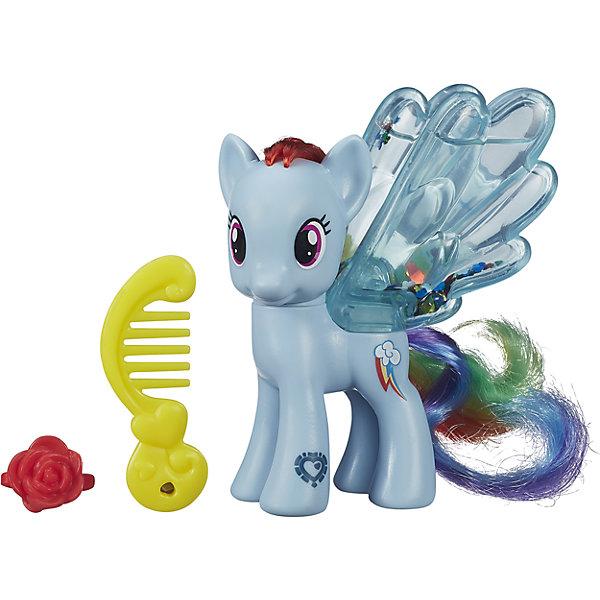 Пони с блестками Рейнбоу Дэш, My little PonyИгрушки<br>Эти маленькие красавицы порадуют всех любительниц My little Pony (Моя Маленькая Пони).  У пони прозрачные ножки, заполненные водой и блестками. Посмотри, как они блестят и переливаются. Пышную мягкую гриву лошадок можно расчесывать, создавая различные прически. Собери всех  Пони, пусть они ходят друг к другу в гости, меняются аксессуарами, дружат. Игрушка выполнена из высококачественных материалов безопасных для детей.   <br><br>Дополнительная информация:  - Материал: пластик. - Размер упаковки: 17 х 13.8 х 4.4 см. - Комплектация: фигурка, расческа, заколка. <br><br>Пони с блестками Рейнбоу Дэш, My little Pony можно купить в нашем магазине.<br><br>Ширина мм: 44<br>Глубина мм: 138<br>Высота мм: 170<br>Вес г: 350<br>Возраст от месяцев: 36<br>Возраст до месяцев: 72<br>Пол: Женский<br>Возраст: Детский<br>SKU: 4803360