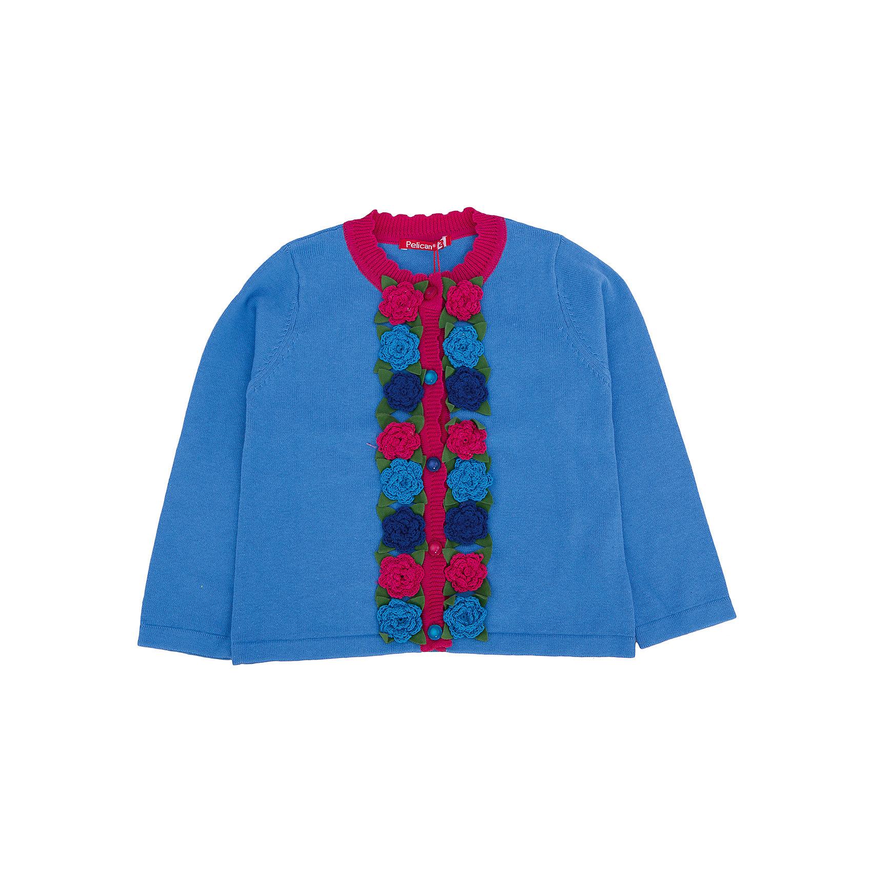 Кардиган для девочки PELICANТолстовки, свитера, кардиганы<br>Удобный и стильный кардиган с длинным рукавом для девочки поможет разнообразить гардероб ребенка, создать подходящий ситуации и погоде образ. Удобный крой и качественный материал обеспечат ребенку комфорт при ношении этих вещей. <br>Кардиган очень стильно смотрится благодаря актуальному дизайну. Изделие украшено вязаными цветами вдоль линии пуговиц и контрастным воротом, рукава длинные. Пряжа, из которой связано изделие, отлично подходит для детской одежды, состоит из дышащего натурального хлопка. Очень приятна на ощупь, не вызывает аллергии.<br><br>Дополнительная информация:<br><br>материал: 100% хлопок;<br>цвет: разноцветный;<br>декорирован вязаными цветами;<br>пуговицы.<br><br>Кардиган для девочки от бренда PELICAN (Пеликан) можно купить в нашем магазине.<br><br>Ширина мм: 190<br>Глубина мм: 74<br>Высота мм: 229<br>Вес г: 236<br>Цвет: голубой<br>Возраст от месяцев: 24<br>Возраст до месяцев: 36<br>Пол: Женский<br>Возраст: Детский<br>Размер: 98,92,110,104<br>SKU: 4805024