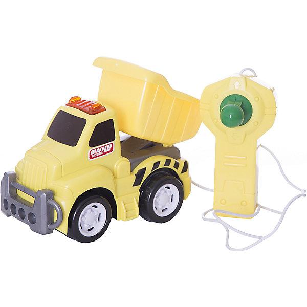 Грузовик, со светом, р/у, KeenwayРадиоуправляемые машины<br>Грузовик, со светом и управлением от Keenway - отличный подарок ребенку. Это красочная игрушка, которая обязательно понравится малышу. Она выполнена в виде яркой машинки, так похожей на настоящую. Управлять грузовиком можно при помощи пульта, соединенного с грузовиком проводом (длина провода - 85 см). На игрушке также загорается свет!<br>Игрушка по габаритам идеально подходит для маленьких ручек малыша. Весит совсем немного. Такие игрушки помогают развить мелкую моторику, логическое мышление и воображение ребенка. Эта игрушка выполнена из высококачественного прочного пластика, безопасного для детей.<br>  <br>Дополнительная информация:<br><br>цвет: разноцветный;<br>материал: пластик;<br>размер упаковки: 28.6 х 15.2 х 10.8  см;<br>батарейки: 2ХхАА, в комплекте;<br>вес: 719 г.<br><br>Грузовик, со светом, р/у, от компании Keenway можно купить в нашем магазине.<br><br>Ширина мм: 88<br>Глубина мм: 381<br>Высота мм: 203<br>Вес г: 719<br>Возраст от месяцев: 36<br>Возраст до месяцев: 120<br>Пол: Мужской<br>Возраст: Детский<br>SKU: 4810963
