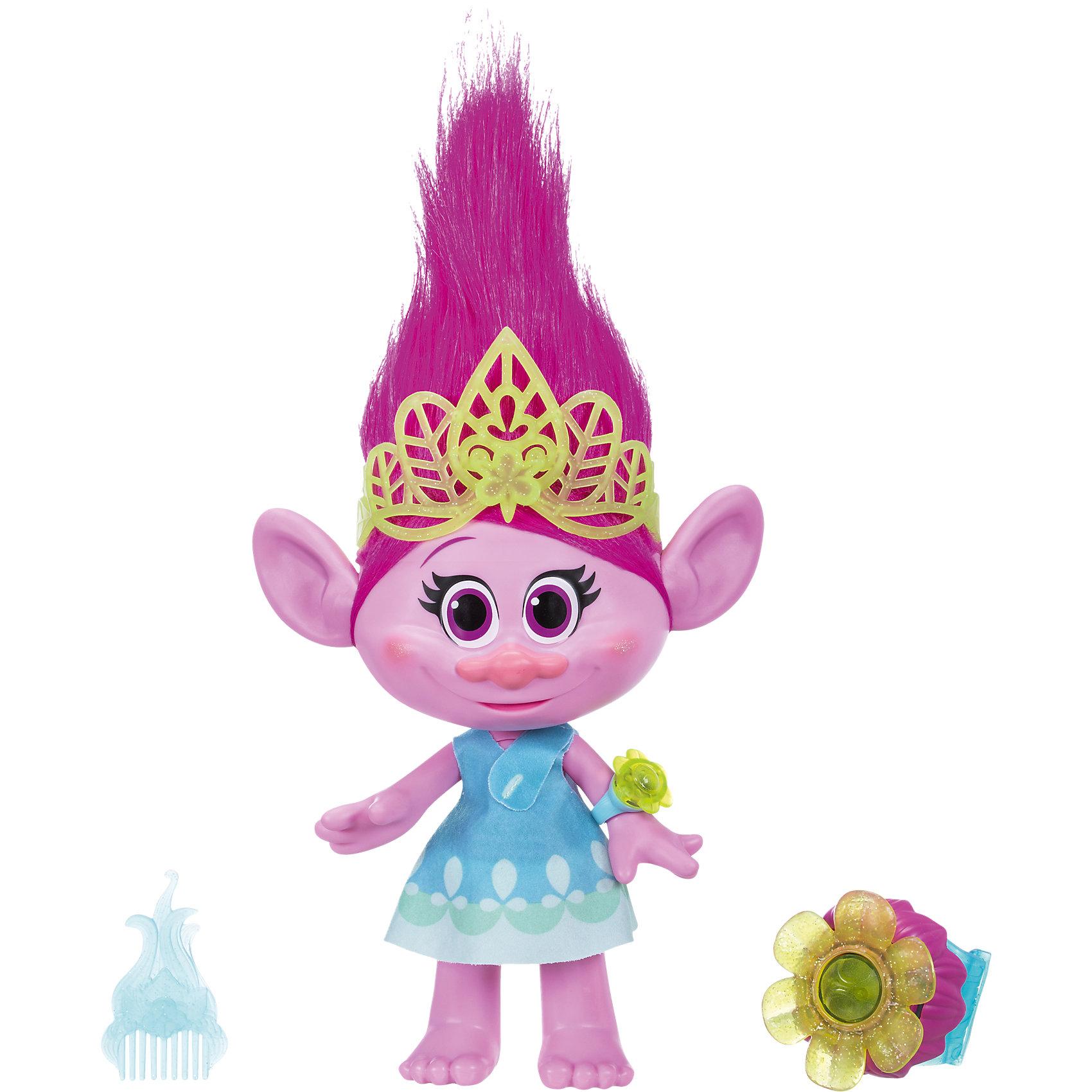 Поющая Поппи, ТроллиХарактеристики поющей Поппи:<br><br>- возраст: от 4 лет<br>- пол: для девочек<br>- цвет: розовый с голубым.<br>- комплект: интерактивная игрушка поппи (розочка), тиара, гребешок, браслет для девочки.<br>- наличие батареек: входят в комплект.<br>- батарейки для поппи (розочки):4 * AA / LR6 1.5V (пальчиковые).<br>- батарейки для браслета: 3 * A76 / LR44 1.5V (миниатюрные).<br>- материал : пластик, текстиль.<br>- размер упаковки: 30.5 * 13.5 * 38 см.<br>- размер игрушки: 35 см (высота вместе с волосами).<br>- упаковка: картонная коробка блистерного типа.<br>- страна обладатель бренда: США.<br><br>Интерактивная игрушка Поющая Поппи (Розочка) торговой <br>марки Hasbro (Хасбо) притшла к нам с большого экрана, где состоялась долгожданная премьера мультфильма Тролли / Trolls 2016 года от студии DreamWorks! (Дримвокс).<br>Высота фигурки составляет 35 см (с учетом волос), она может произносить 25 фраз, а также проигрывать оригинальную музыку из анимационного фильма Тролли. Стоит только потянуть Поппи за ручки, как зазвучат забавные мелодии, а розовая шевелюра будет эффектно подсвечена красивым светом! Вместе интерактивной Поющей Розочкой Trolls входят и аксессуары, с помощью которых можно придать образу этой розовой модницы полностью завершенный и стильный вид. Традиционным гребешком, входящим в набор, можно не только расчесать роскошные волосы Розочки, но и без труда соорудить на голове милой героини замысловатую прическу. Приятным сюрпризом для всех девочек станет самый настоящий браслет, точь-в-точь такой же, как на ручке у игрушечной Поппи! Модный браслетик в стиле Trolls можно носить на руке <br>и это далеко не просто безделушка, а своего рода средство связи с Розочкой! Путем нажатия кнопки на браслете активируются световые и звуковые эффекты: лампочки на обоих браслетах, у игрушки и девочки, начинают светиться и мигать в такт, да еще и под прекрасное музыкальное сопровождение<br><br>Поющую Поппи можно купить в нашем интернет-магазине<br><br>Ширина мм
