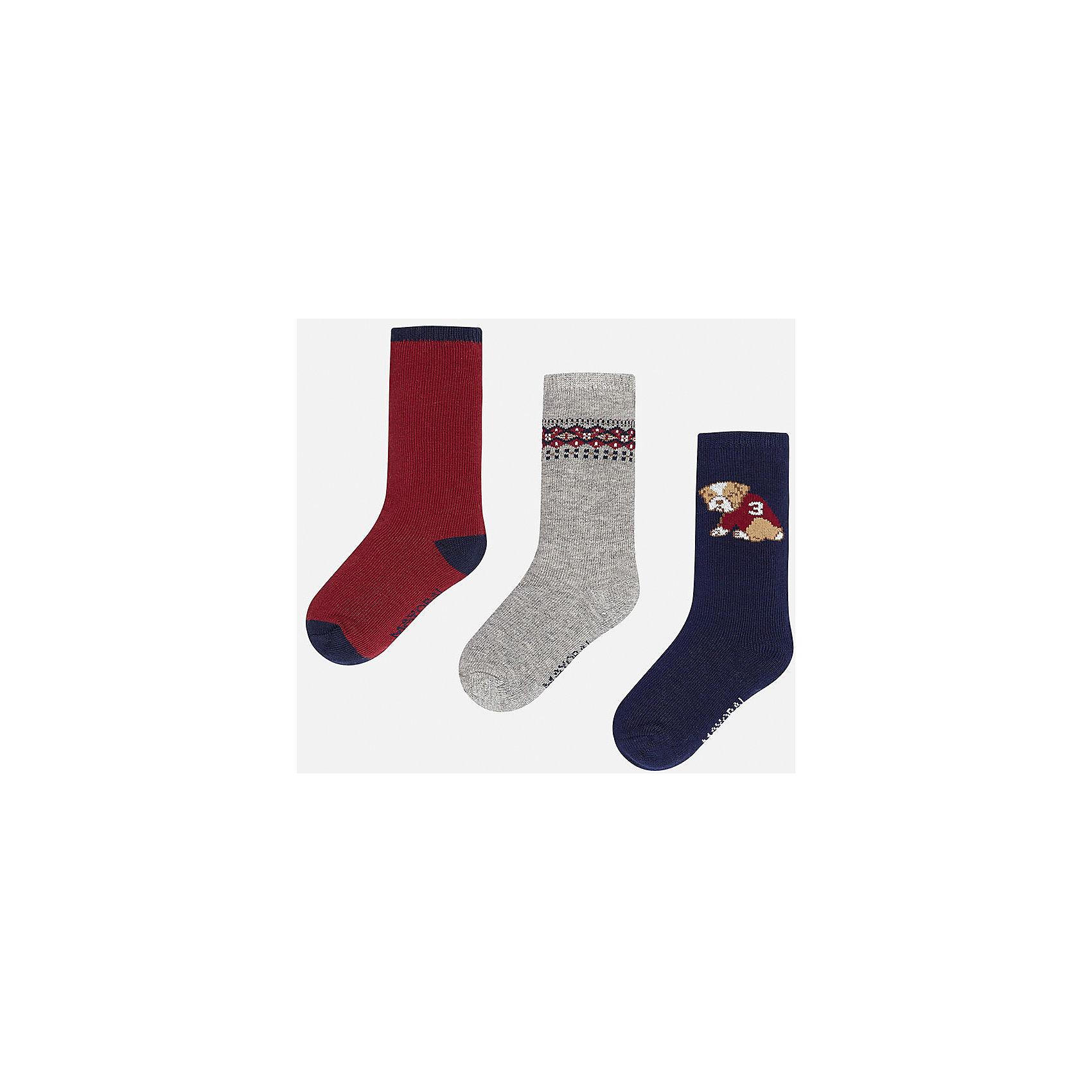 Комплект:3 пары носков для мальчика MayoralНоски<br>Набор из 3 пар носков для мальчиков от известного испанского бренда Mayoral. В комплекте носки разной расцветки: красный с темно-синими пяткой, носком и резинкой, серый с красно-синим узором сверху, темно-синий с рисунком собачка. Носки сделаны из специальных дышащих материалов, чтобы ноги ребенка не потели.<br>Дополнительная информация:<br>-разная расцветка<br>-состав: 77% хлопок, 20% полиамид, 3% эластан<br>Комплект носков Mayoral можно приобрести в нашем интернет-магазине.<br><br>Ширина мм: 87<br>Глубина мм: 10<br>Высота мм: 105<br>Вес г: 115<br>Цвет: разноцветный<br>Возраст от месяцев: 9<br>Возраст до месяцев: 12<br>Пол: Мужской<br>Возраст: Детский<br>Размер: 1,2<br>SKU: 4820026