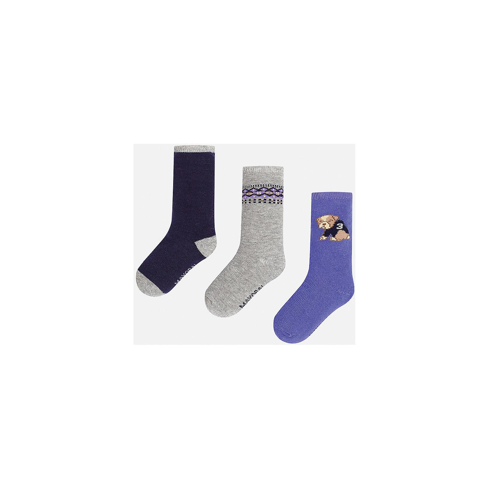 Комплект:3 пары носков для мальчика MayoralНабор из 3 пар носков для мальчиков от известного испанского бренда Mayoral. В комплекте носки разной расцветки: темно-синий с серыми пяткой, носком и резинкой, серый с фиолетово-черным узором сверху, фиолетовый с рисунком собачка. Носки сделаны из специальных дышащих материалов, чтобы ноги ребенка не потели.<br>Дополнительная информация:<br>-разная расцветка<br>-состав: 77% хлопок, 20% полиамид, 3% эластан<br>Комплект носков Mayoral можно приобрести в нашем интернет-магазине.<br><br>Ширина мм: 87<br>Глубина мм: 10<br>Высота мм: 105<br>Вес г: 115<br>Цвет: фиолетовый<br>Возраст от месяцев: 18<br>Возраст до месяцев: 24<br>Пол: Мужской<br>Возраст: Детский<br>Размер: 2,1<br>SKU: 4820029