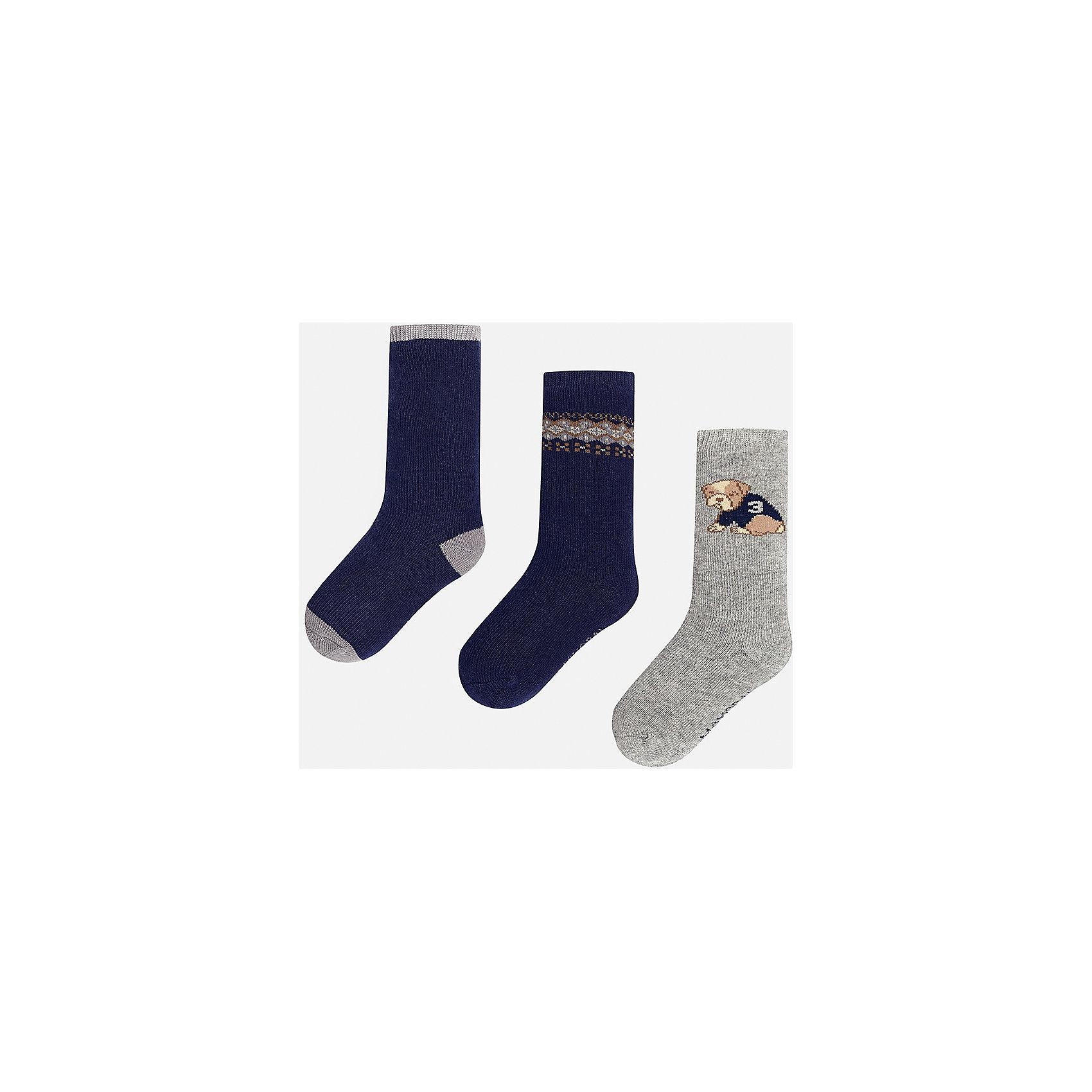 Комплект:3 пары носков для мальчика MayoralНоски<br>Набор из 3 пар носков для мальчиков от известного испанского бренда Mayoral. В комплекте носки разной расцветки: темно-синий с серыми пяткой, носком и резинкой, темно-синий с коричнево-серым узором сверху, серый с рисунком собачка. Носки сделаны из специальных дышащих материалов, чтобы ноги ребенка не потели.<br>Дополнительная информация:<br>-разная расцветка<br>-состав: 77% хлопок, 20% полиамид, 3% эластан<br>Комплект носков Mayoral можно приобрести в нашем интернет-магазине.<br><br>Ширина мм: 87<br>Глубина мм: 10<br>Высота мм: 105<br>Вес г: 115<br>Цвет: сине-серый<br>Возраст от месяцев: 9<br>Возраст до месяцев: 12<br>Пол: Мужской<br>Возраст: Детский<br>Размер: 1,2<br>SKU: 4820035