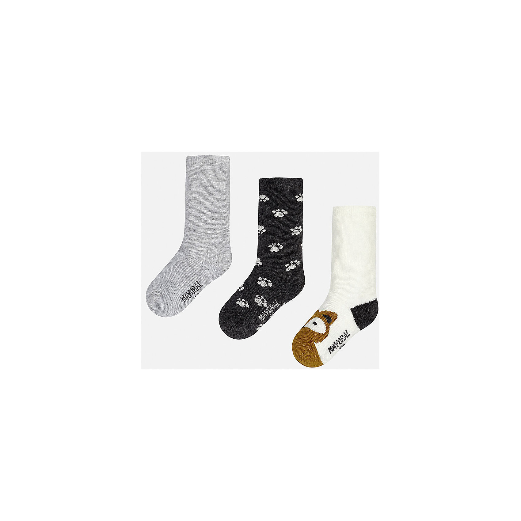 Носки для мальчика, 3 парыНоски<br>Набор из 3 пар носков для мальчиков от известного испанского бренда Mayoral. В комплекте носки разной расцветки: классический серый, черный с рисунком белые лапки, белый с черной пяткой и коричневым носком с рисунком в виде зверюшки. Носки сделаны из специальных дышащих материалов, чтобы ноги ребенка не потели.<br>Дополнительная информация:<br>-разная расцветка<br>-состав: 72% хлопок, 25% полиамид, 3% эластан<br>Комплект носков Mayoral можно приобрести в нашем интернет-магазине.<br><br>Ширина мм: 87<br>Глубина мм: 10<br>Высота мм: 105<br>Вес г: 115<br>Цвет: серый<br>Возраст от месяцев: 18<br>Возраст до месяцев: 24<br>Пол: Мужской<br>Возраст: Детский<br>Размер: 2,1<br>SKU: 4820038