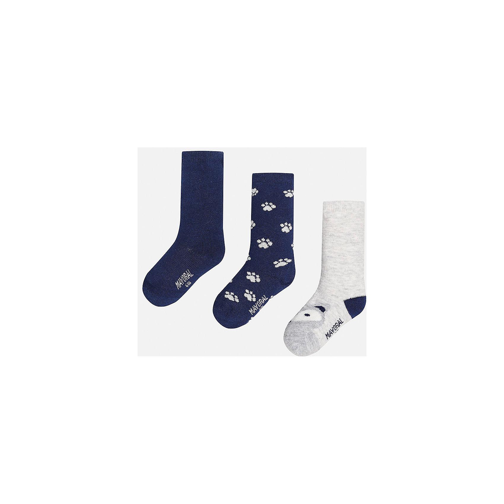 Носки для мальчика, 3 парыНоски<br>Набор из 3 пар носков для мальчиков от известного испанского бренда Mayoral. В комплекте носки разной расцветки: темно-синий, темно-синий с рисунком белые лапки, белый с темно-синей пяткой и серым носком с рисунком в виде зверюшки. Носки сделаны из специальных дышащих материалов, чтобы ноги ребенка не потели.<br>Дополнительная информация:<br>-разная расцветка<br>-состав: 72% хлопок, 25% полиамид, 3% эластан<br>Комплект носков Mayoral можно приобрести в нашем интернет-магазине.<br><br>Ширина мм: 87<br>Глубина мм: 10<br>Высота мм: 105<br>Вес г: 115<br>Цвет: синий<br>Возраст от месяцев: 9<br>Возраст до месяцев: 12<br>Пол: Мужской<br>Возраст: Детский<br>Размер: 1,2<br>SKU: 4820041