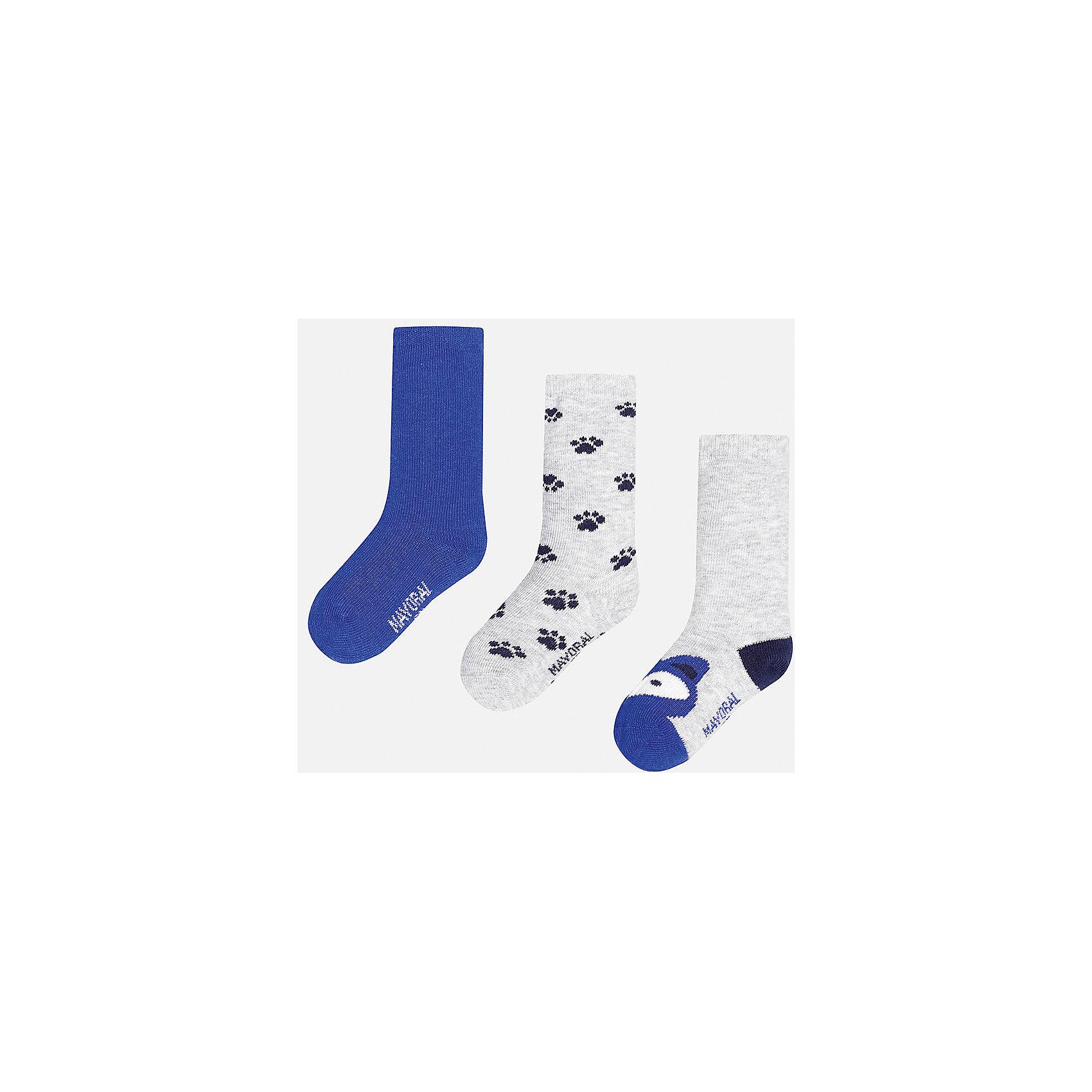 Носки для мальчика, 3 парыНабор из 3 пар носков для мальчиков от известного испанского бренда Mayoral. В комплекте носки разной расцветки: синий, серый с рисунком черные лапки, серый с темно-синей пяткой и синим носком с рисунком в виде зверюшки. Носки сделаны из специальных дышащих материалов, чтобы ноги ребенка не потели.<br>Дополнительная информация:<br>-разная расцветка<br>-состав: 72% хлопок, 25% полиамид, 3% эластан<br>Комплект носков Mayoral можно приобрести в нашем интернет-магазине.<br><br>Ширина мм: 87<br>Глубина мм: 10<br>Высота мм: 105<br>Вес г: 115<br>Цвет: фиолетовый<br>Возраст от месяцев: 18<br>Возраст до месяцев: 24<br>Пол: Мужской<br>Возраст: Детский<br>Размер: 2,1<br>SKU: 4820044