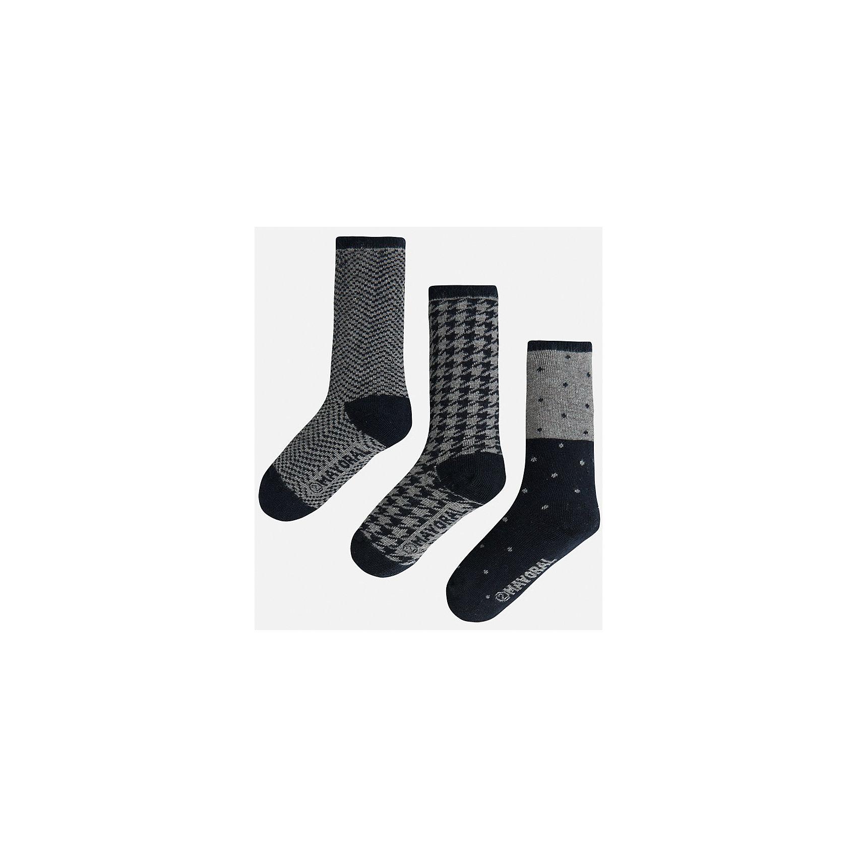 Носки для мальчика, 3 парыКомплект из 3 пар носков для мальчика от известного испанского бренда Mayoral. Каждая пара имеет разную расцветку и сделана из качественных дышащих материалов.<br>Дополнительная информация:<br>-цвет: серый, черный<br>Состав: 72% хлопок, 25% полиамид, 3% эластан<br>Комплект носков Mayoral можно приобрести в нашем интернет-магазине.<br><br>Ширина мм: 87<br>Глубина мм: 10<br>Высота мм: 105<br>Вес г: 115<br>Цвет: коричневый<br>Возраст от месяцев: 36<br>Возраст до месяцев: 48<br>Пол: Мужской<br>Возраст: Детский<br>Размер: 4,8,6<br>SKU: 4820105