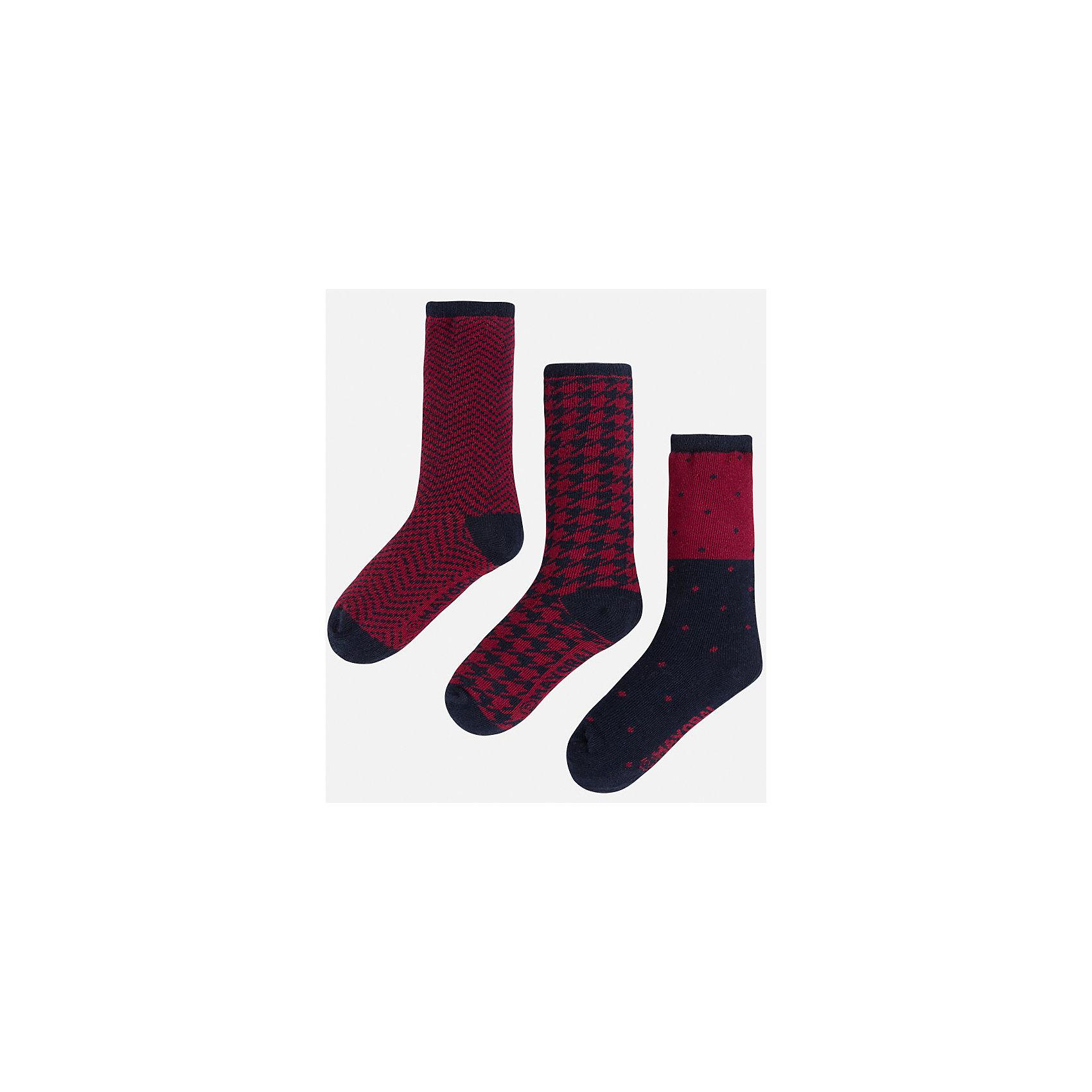 Носки для мальчика, 3 парыКомплект из 3 пар носков для мальчика от известного испанского бренда Mayoral. Каждая пара имеет разную расцветку и сделана из качественных дышащих материалов.<br>Дополнительная информация:<br>-цвет: красный, черный<br>Состав: 72% хлопок, 25% полиамид, 3% эластан<br>Комплект носков Mayoral можно приобрести в нашем интернет-магазине.<br><br>Ширина мм: 87<br>Глубина мм: 10<br>Высота мм: 105<br>Вес г: 115<br>Цвет: бордовый<br>Возраст от месяцев: 84<br>Возраст до месяцев: 96<br>Пол: Мужской<br>Возраст: Детский<br>Размер: 4,8,6<br>SKU: 4820109