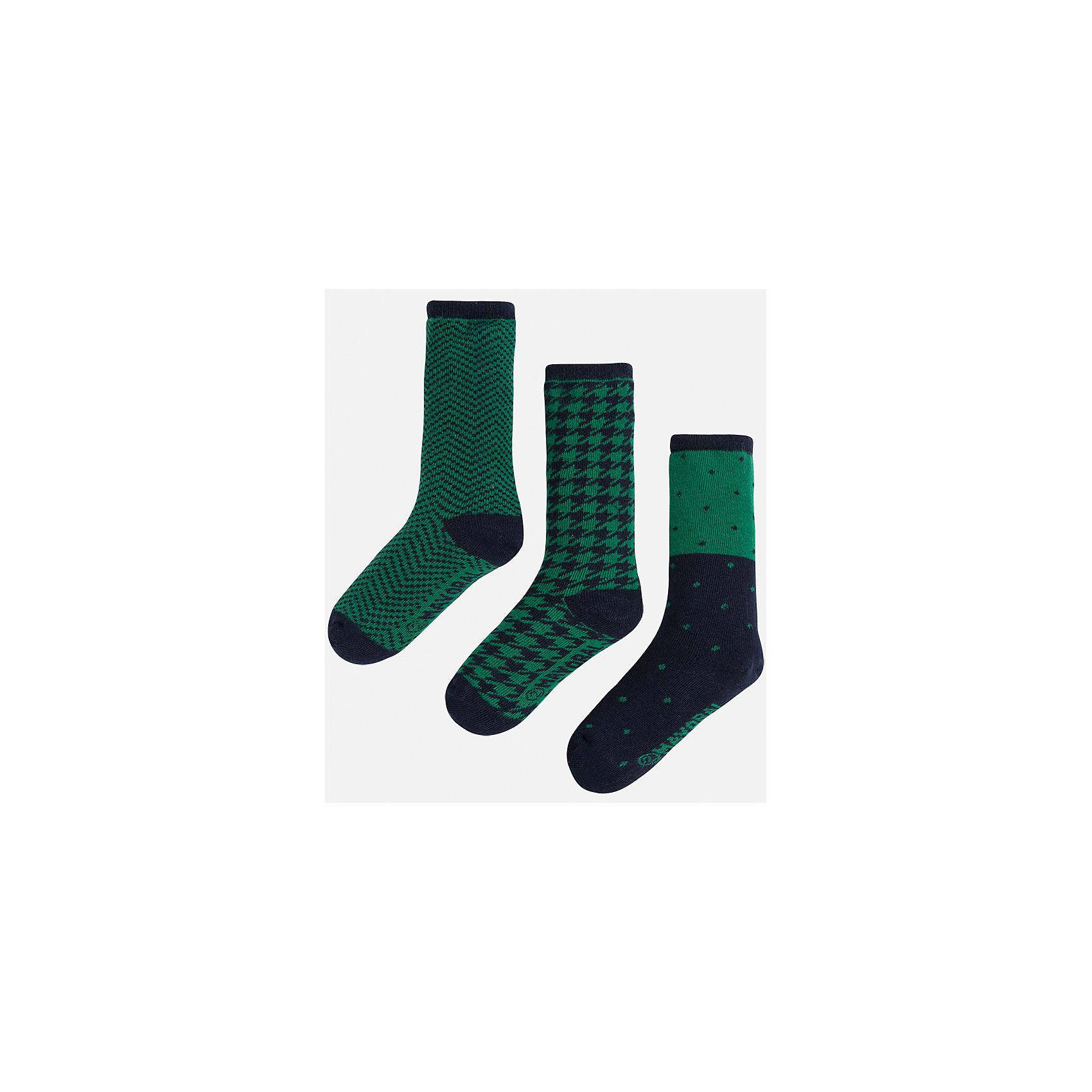 Носки для мальчика, 3 парыНоски<br>Комплект из 3 пар носков для мальчика от известного испанского бренда Mayoral. Каждая пара имеет разную расцветку и сделана из качественных дышащих материалов.<br>Дополнительная информация:<br>-цвет: зеленый, черный<br>Состав: 72% хлопок, 25% полиамид, 3% эластан<br>Комплект носков Mayoral можно приобрести в нашем интернет-магазине.<br><br>Ширина мм: 87<br>Глубина мм: 10<br>Высота мм: 105<br>Вес г: 115<br>Цвет: зеленый<br>Возраст от месяцев: 84<br>Возраст до месяцев: 96<br>Пол: Мужской<br>Возраст: Детский<br>Размер: 8,6,4<br>SKU: 4820113