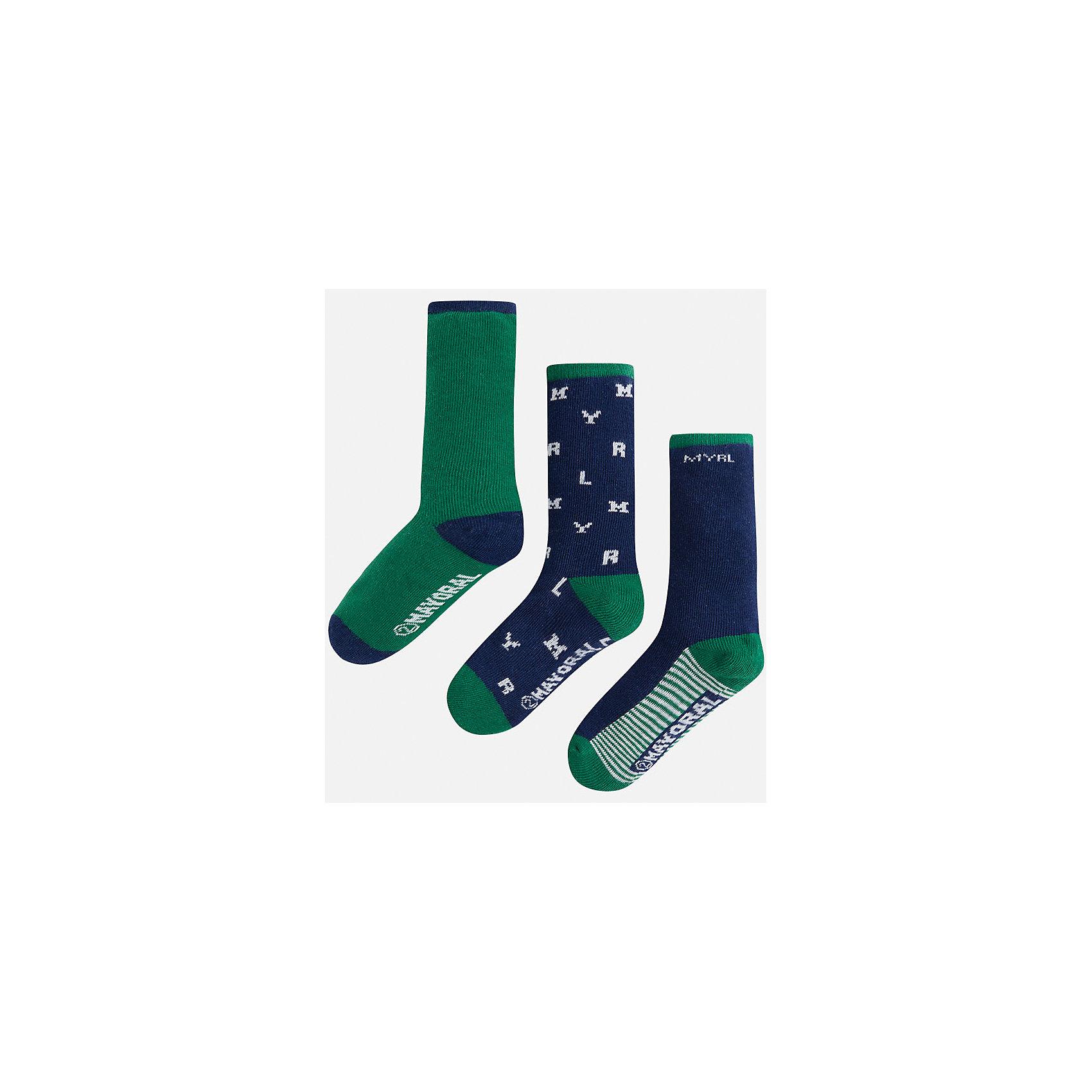 Носки для мальчика, 3 парыКомплект из 3 пар носков от известного испанского бренда Mayoral. Носки изготовлены из качественных и дышащих материалов. Каждая пара имеет разный оригинальный дизайн.<br>Дополнительная информация:<br>-цвет: зеленый, синий, белый<br>-состав: 72% хлопок, 25% полиамид, 3% эластан<br>Комплект носков Mayoral можно приобрести в нашем интернет-магазине<br><br>Ширина мм: 87<br>Глубина мм: 10<br>Высота мм: 105<br>Вес г: 115<br>Цвет: зеленый<br>Возраст от месяцев: 84<br>Возраст до месяцев: 96<br>Пол: Мужской<br>Возраст: Детский<br>Размер: 8,4,6<br>SKU: 4820121
