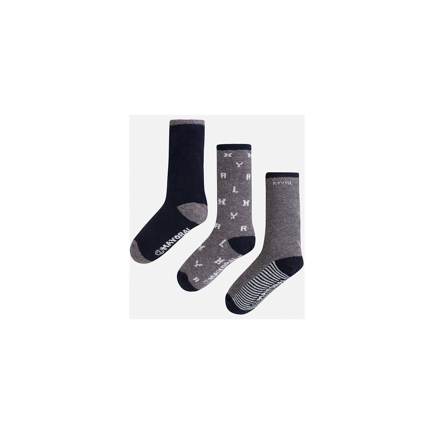 Носки для мальчика, 3 парыКомплект из 3 пар носков от известного испанского бренда Mayoral. Носки изготовлены из качественных и дышащих материалов. Каждая пара имеет разный оригинальный дизайн.<br>Дополнительная информация:<br>-цвет: черный, серый, белый<br>-состав: 72% хлопок, 25% полиамид, 3% эластан<br>Комплект носков Mayoral можно приобрести в нашем интернет-магазине<br><br>Ширина мм: 87<br>Глубина мм: 10<br>Высота мм: 105<br>Вес г: 115<br>Цвет: синий<br>Возраст от месяцев: 36<br>Возраст до месяцев: 48<br>Пол: Мужской<br>Возраст: Детский<br>Размер: 4,6,8<br>SKU: 4820125