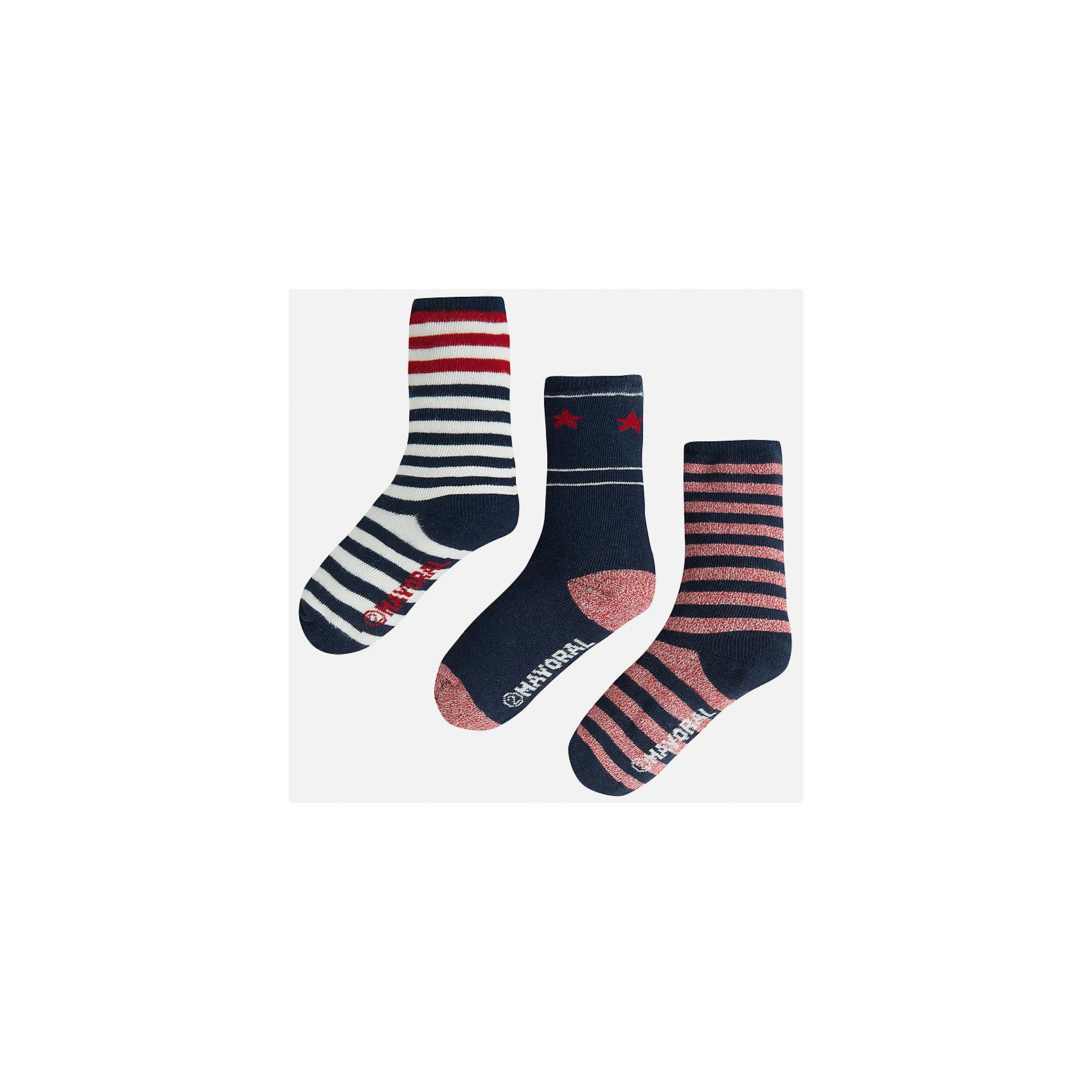Носки для мальчика, 3 парыНоски<br>Комплект из 3 пар носков для мальчика от известного испанского бренда Mayoral. Носки выполнены из качественных дышащих материалов. Каждая пара имеет отдельную расцветку. Классические носки в полоску идеально подойдут к гардеробу вашего ребенка.<br>Дополнительная информация:<br>-цвет: черный с красными, белыми и светло-красными полосками<br>-состав: 72% хлопок, 25% полиамид, 3% эластан<br>Комплект носков Mayoral вы можете приобрести в нашем интернет-магазине<br><br>Ширина мм: 87<br>Глубина мм: 10<br>Высота мм: 105<br>Вес г: 115<br>Цвет: бордовый<br>Возраст от месяцев: 84<br>Возраст до месяцев: 96<br>Пол: Мужской<br>Возраст: Детский<br>Размер: 8,6,4<br>SKU: 4820129