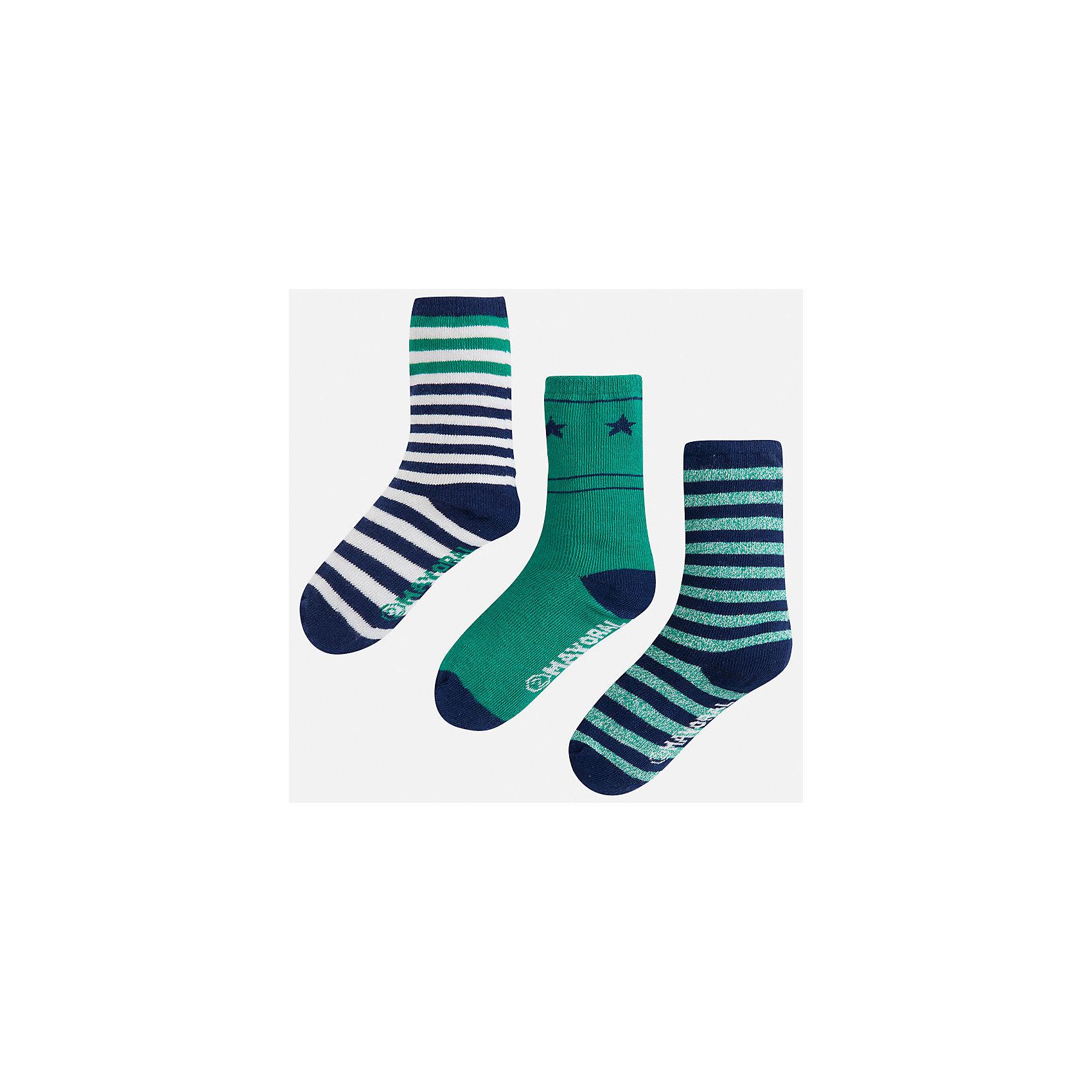 Комплект: 3 пары носков для мальчика MayoralНоски<br>Комплект из 3 пар носков для мальчика от известного испанского бренда Mayoral. Носки выполнены из качественных дышащих материалов. Каждая пара имеет отдельную расцветку. Классические носки в полоску идеально подойдут к гардеробу вашего ребенка.<br>Дополнительная информация:<br>-цвет: зеленый с белыми и темно-синими полосками<br>-состав: 72% хлопок, 25% полиамид, 3% эластан<br>Комплект носков Mayoral вы можете приобрести в нашем интернет-магазине<br><br>Ширина мм: 87<br>Глубина мм: 10<br>Высота мм: 105<br>Вес г: 115<br>Цвет: зеленый<br>Возраст от месяцев: 60<br>Возраст до месяцев: 72<br>Пол: Мужской<br>Возраст: Детский<br>Размер: 6,4,8<br>SKU: 4820133