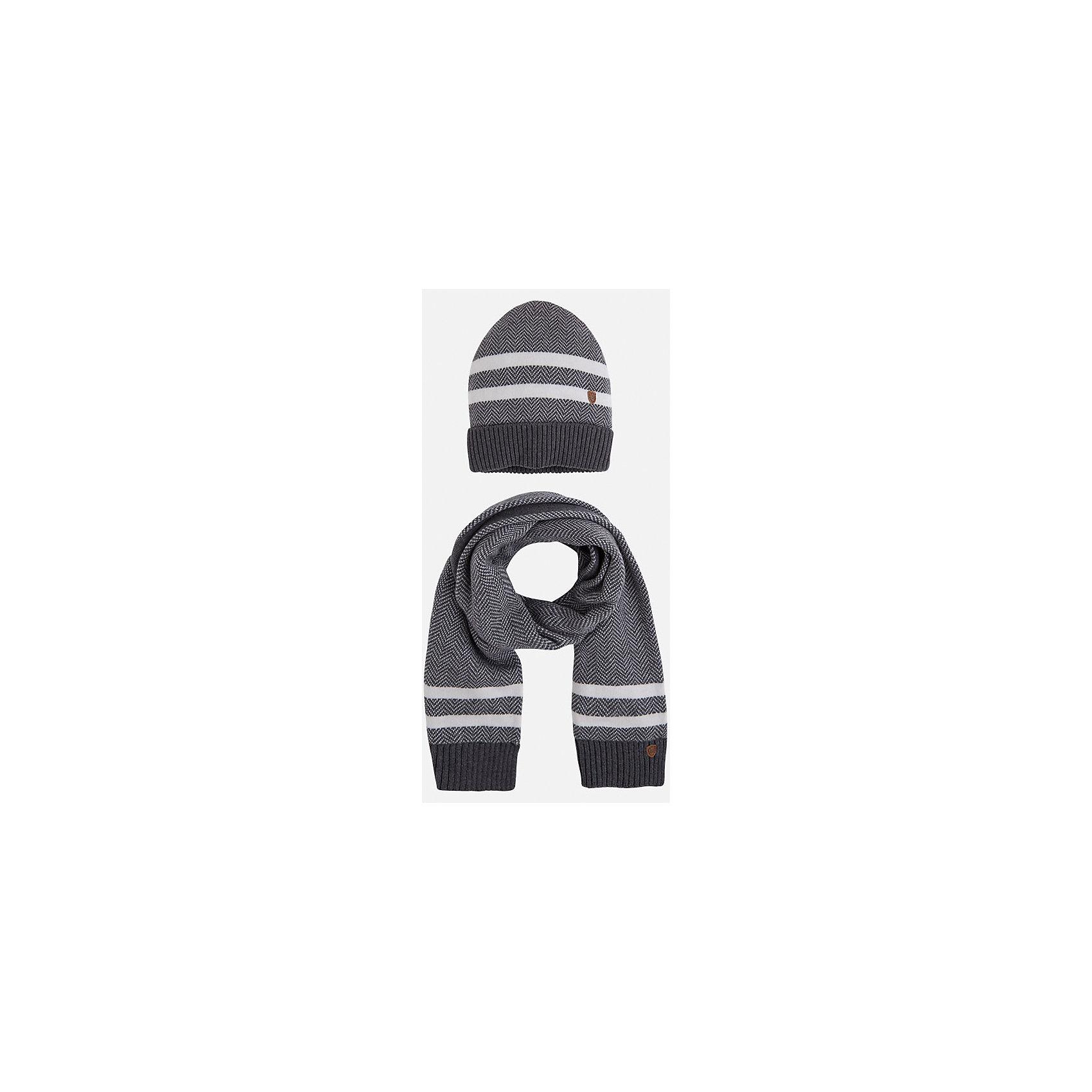 Комплект: шапка-шарф для мальчика MayoralДемисезонные<br>Комплект из шарфа и шапки для мальчика от известного испанского бренда Mayoral. Комплект изготовлен из дышащих материалов. Шапка имеет надежную резинку в основании. Дизайн с полосками и маленькой эмблемой марки отлично подойдет для юных модников.<br>Дополнительная информация:<br>-цвет: серый с белыми полосками<br>-состав: 60% хлопок, 30% полиамид, 10% шерсть<br>Комплект из шапки и шарфа Mayoral можно приобрести в нашем интернет-магазине<br><br>Ширина мм: 89<br>Глубина мм: 117<br>Высота мм: 44<br>Вес г: 155<br>Цвет: серый<br>Возраст от месяцев: 24<br>Возраст до месяцев: 36<br>Пол: Мужской<br>Возраст: Детский<br>Размер: 54,52,50<br>SKU: 4820185