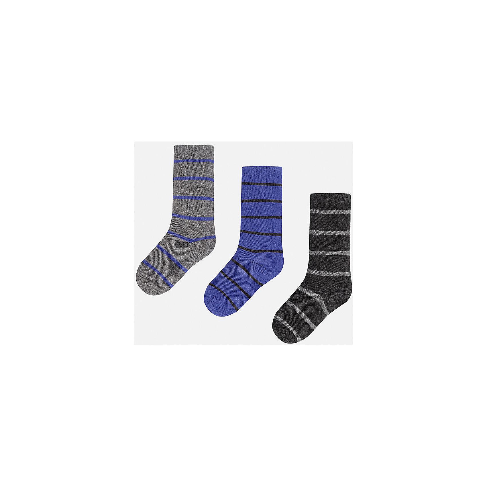 Носки для мальчика MayoralНоски<br>Комплект носков для мальчика от известного испанского бренда Mayoral. Все носки изготовлены из дышащих, водоотталкивающих материалов. Яркие носки в полоску - хороший выбор на каждый день!<br>Дополнительная информация:<br>-цвета: серый/фиолетовый, фиолетовый/черный, черный/серый<br>-состав: 72% хлопок, 25% полиамид, 3% эластан<br>Носки Mayoral можно приобрести в нашем интернет-магазине.<br><br>Ширина мм: 87<br>Глубина мм: 10<br>Высота мм: 105<br>Вес г: 115<br>Цвет: синий<br>Возраст от месяцев: 132<br>Возраст до месяцев: 144<br>Пол: Мужской<br>Возраст: Детский<br>Размер: 12,14,16,18,8,10<br>SKU: 4820260