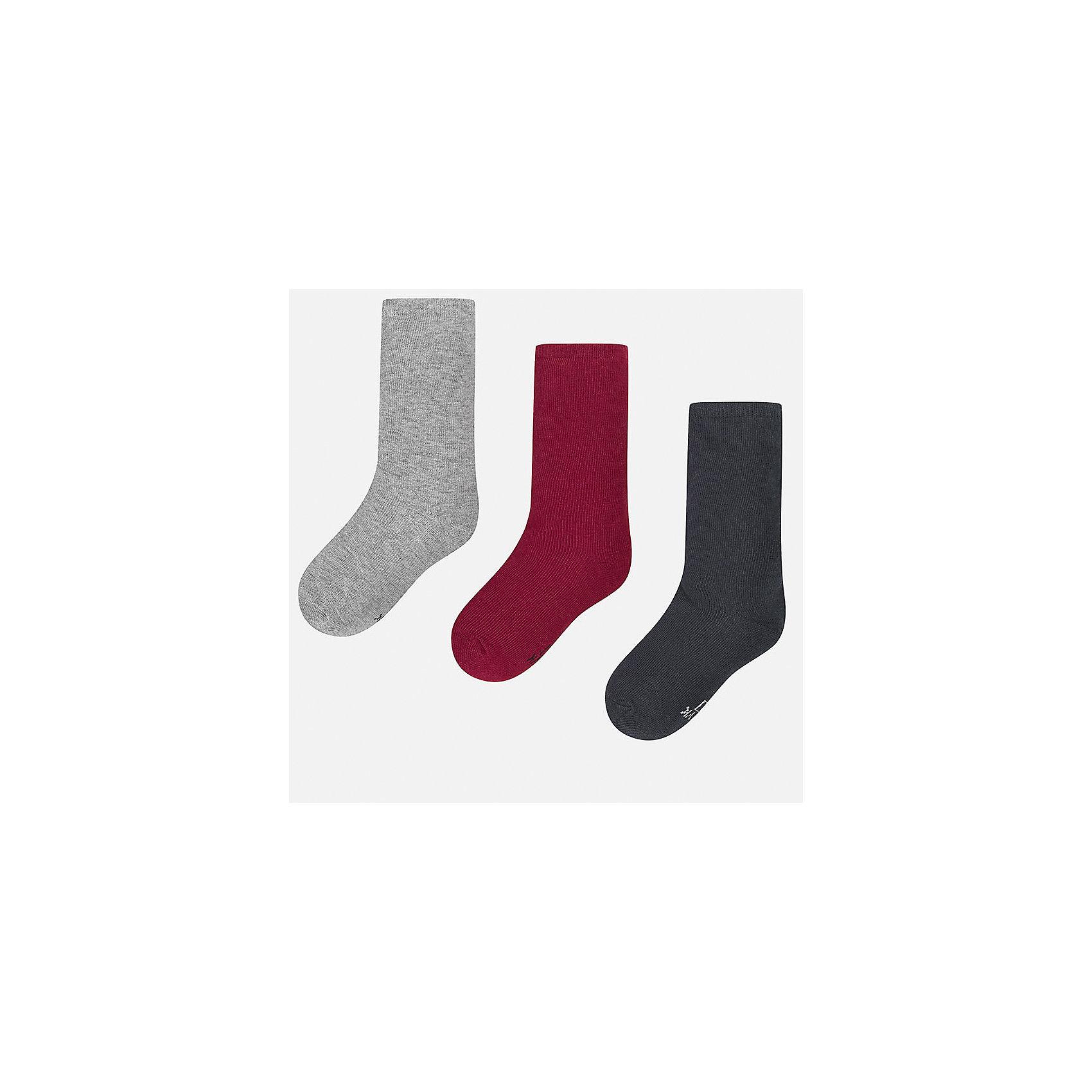 Комплект: 3 пары носков для мальчика MayoralКомплект из 3 пар носков для мальчика от известного испанского бренда Mayoral. Носки изготовлены из качественных дышащих, водоотталкивающих материалов. Классические однотонные носки прекрасно подойдут на каждый день!<br>Дополнительная информация:<br>-цвета: серый, красный, черный<br>-состав: 75% хлопок, 23% полиэстер, 2% эластан<br>Носки Mayoral можно приобрести в нашем интернет-магазине<br><br>Ширина мм: 87<br>Глубина мм: 10<br>Высота мм: 105<br>Вес г: 115<br>Цвет: бордовый<br>Возраст от месяцев: 156<br>Возраст до месяцев: 168<br>Пол: Мужской<br>Возраст: Детский<br>Размер: 14,10,12,8,16,18<br>SKU: 4820274