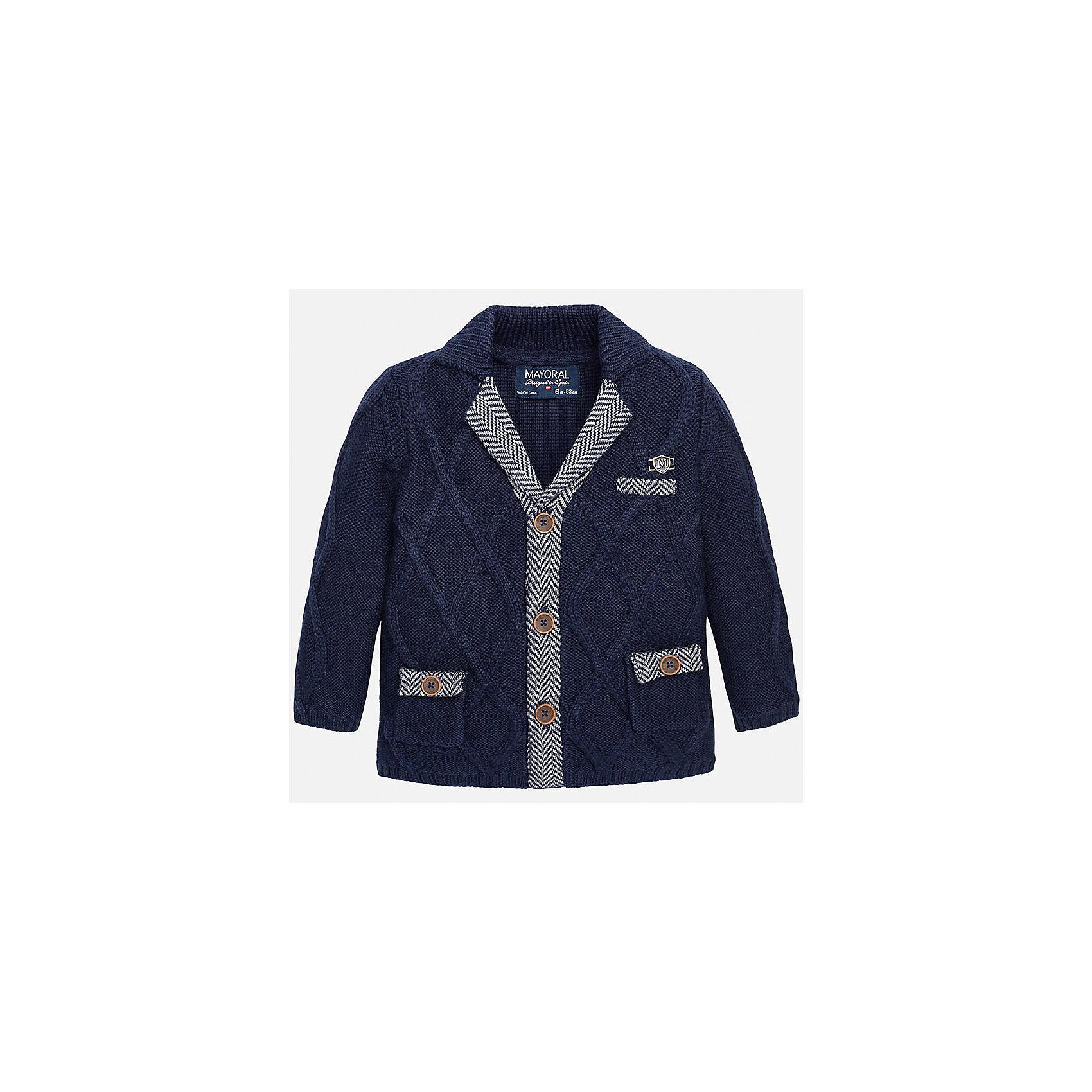 Пиджак для мальчика MayoralВязаный пиджак для мальчика от известного испанского бренда Mayoral. Пиджак застегивается на пуговицы, есть 3 декоративных кармана. Вязаный пиджак с оригинальным дизайном прекрасно подойдет для вашего ребенка.<br>Дополнительная информация:<br>-прямой силуэт<br>-длинные рукава<br>-застегивается на пуговицы<br>-3 декоративных кармана<br>-цвет: синий<br>-эмблема фирмы на груди<br>-состав: 50% хлопок, 50% акрил<br>Пиджак Mayoral можно приобрести в нашем интернет-магазине.<br><br>Ширина мм: 356<br>Глубина мм: 10<br>Высота мм: 245<br>Вес г: 519<br>Цвет: синий<br>Возраст от месяцев: 12<br>Возраст до месяцев: 18<br>Пол: Мужской<br>Возраст: Детский<br>Размер: 86,80,92<br>SKU: 4820659