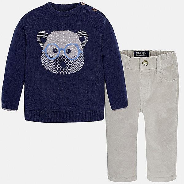 Комплект: джемпер и брюки для мальчика MayoralКомплекты<br>Комплект: джемпер и брюки для мальчика Mayoral (Майорал)<br>Комплект джемпер и брюки для мальчика от известной испанской марки Mayoral (Майорал) - прекрасный вариант для повседневной носки. Он состоит из темно-синего джемпера с длинными рукавами и светло-серых брюк. Джемпер с округлым вырезом горловины, украшенный изображением мордочки медвежонка, выполнен из мягкой, приятной на ощупь ткани с добавлением шерсти. Удобный крой не будет стеснять движений вашего ребенка, а благодаря застежкам-пуговицам, расположенным на плече, переодевание будет быстрым и легким. Брюки прямого кроя застегиваются на кнопку. Пояс - на резинке. Комплект выполнен из высококачественных материалов, прекрасно смотрится на фигуре, не линяет и не выцветает.<br><br>Дополнительная информация:<br><br>- Комплектация: брюки, джемпер<br>- Цвет: темно-синий, светло-серый<br>- Состав: джемпер - 60% хлопок, 30% полиамид, 10% шерсть; брюки – 98% хлопок, 2% эластан<br>- Уход за вещами: бережная стирка при 30 градусах<br><br>Комплект: джемпер и брюки для мальчика Mayoral (Майорал) можно купить в нашем интернет-магазине.<br><br>Ширина мм: 190<br>Глубина мм: 74<br>Высота мм: 229<br>Вес г: 236<br>Цвет: белый<br>Возраст от месяцев: 18<br>Возраст до месяцев: 24<br>Пол: Мужской<br>Возраст: Детский<br>Размер: 92,74,80,86<br>SKU: 4820758