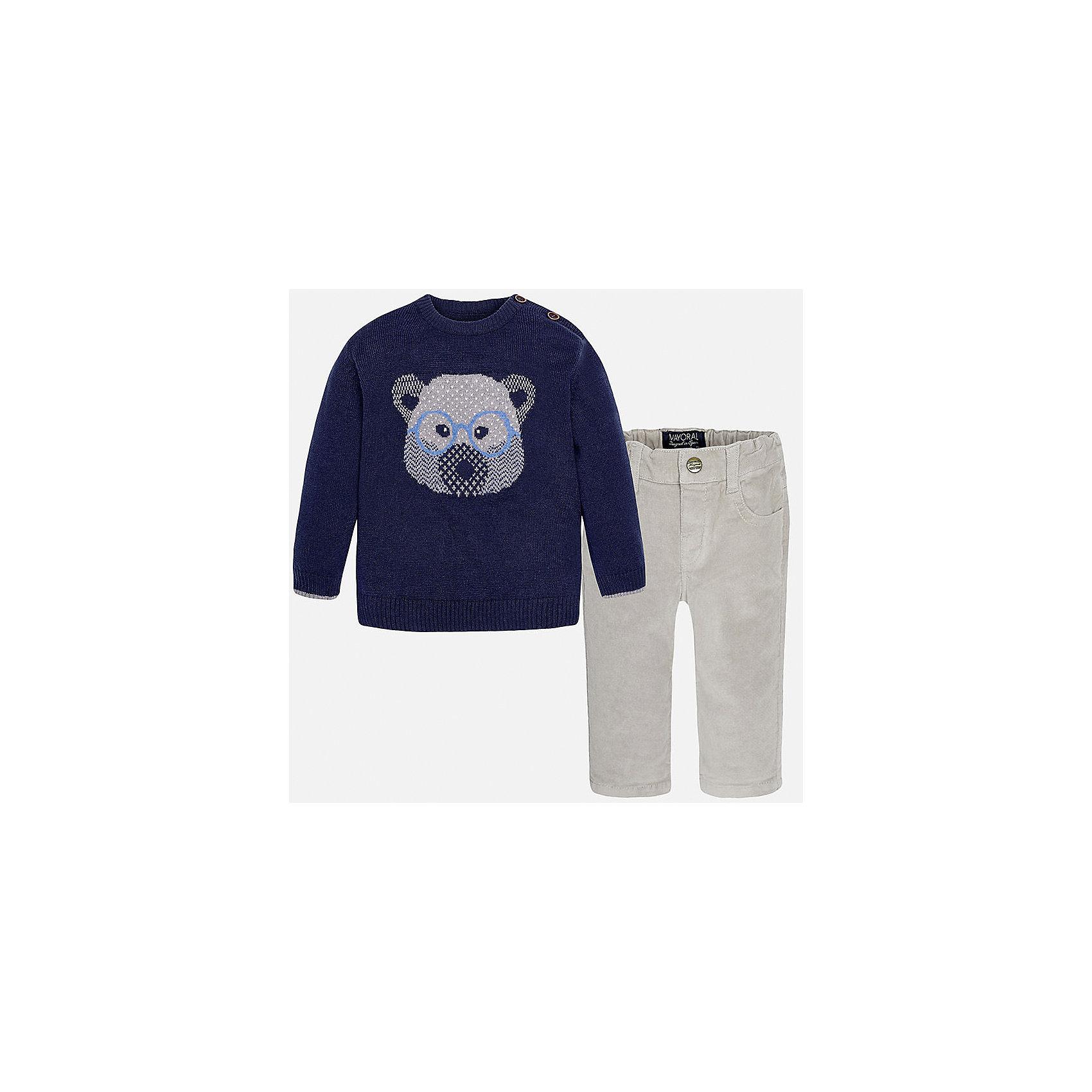 Комплект: джемпер и брюки для мальчика MayoralКомплекты<br>Комплект: джемпер и брюки для мальчика Mayoral (Майорал)<br>Комплект джемпер и брюки для мальчика от известной испанской марки Mayoral (Майорал) - прекрасный вариант для повседневной носки. Он состоит из темно-синего джемпера с длинными рукавами и светло-серых брюк. Джемпер с округлым вырезом горловины, украшенный изображением мордочки медвежонка, выполнен из мягкой, приятной на ощупь ткани с добавлением шерсти. Удобный крой не будет стеснять движений вашего ребенка, а благодаря застежкам-пуговицам, расположенным на плече, переодевание будет быстрым и легким. Брюки прямого кроя застегиваются на кнопку. Пояс - на резинке. Комплект выполнен из высококачественных материалов, прекрасно смотрится на фигуре, не линяет и не выцветает.<br><br>Дополнительная информация:<br><br>- Комплектация: брюки, джемпер<br>- Цвет: темно-синий, светло-серый<br>- Состав: джемпер - 60% хлопок, 30% полиамид, 10% шерсть; брюки – 98% хлопок, 2% эластан<br>- Уход за вещами: бережная стирка при 30 градусах<br><br>Комплект: джемпер и брюки для мальчика Mayoral (Майорал) можно купить в нашем интернет-магазине.<br><br>Ширина мм: 190<br>Глубина мм: 74<br>Высота мм: 229<br>Вес г: 236<br>Цвет: белый<br>Возраст от месяцев: 6<br>Возраст до месяцев: 9<br>Пол: Мужской<br>Возраст: Детский<br>Размер: 74,92,86,80<br>SKU: 4820758