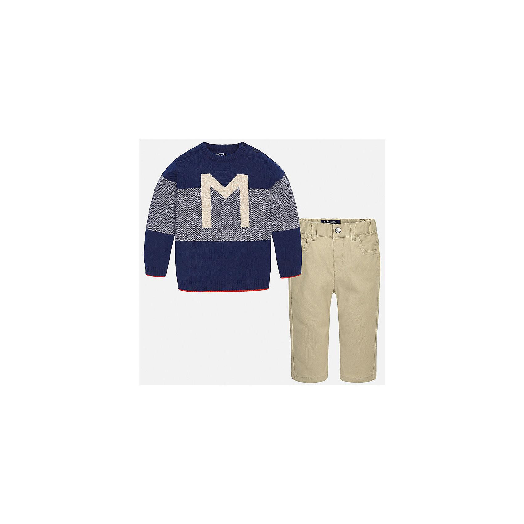 Комплект: джемпер и брюки для мальчика MayoralКомплекты<br>Комплект: джемпер и брюки для мальчика Mayoral (Майорал)<br>Комплект джемпер и брюки для мальчика от известной испанской марки Mayoral (Майорал) - прекрасный вариант для повседневной носки. Он состоит из джемпера с длинными рукавами и длинных брюк. Джемпер с округлым вырезом горловины, декорированный изображением буквы М и каемкой красного цвета, выполнен из мягкой, приятной на ощупь ткани. Удобный крой не будет стеснять движений вашего ребенка, а благодаря застежкам-пуговицам, расположенным на плече, переодевание будет быстрым и легким. Брюки прямого кроя, застегиваются на кнопку. Пояс на резинке. Комплект выполнен из высококачественных материалов, прекрасно смотрится на фигуре, не линяет и не выцветает.<br><br>Дополнительная информация:<br><br>- Комплектация: брюки, джемпер<br>- Цвет: темно-синий, желтовато-коричневый<br>- Состав: джемпер - 45% хлопок, 55% акрил; брюки – 98% хлопок, 2% эластан<br>- Уход за вещами: бережная стирка при 30 градусах<br><br>Комплект: джемпер и брюки для мальчика Mayoral (Майорал) можно купить в нашем интернет-магазине.<br><br>Ширина мм: 190<br>Глубина мм: 74<br>Высота мм: 229<br>Вес г: 236<br>Цвет: бежевый<br>Возраст от месяцев: 6<br>Возраст до месяцев: 9<br>Пол: Мужской<br>Возраст: Детский<br>Размер: 74,92,86,80<br>SKU: 4820763