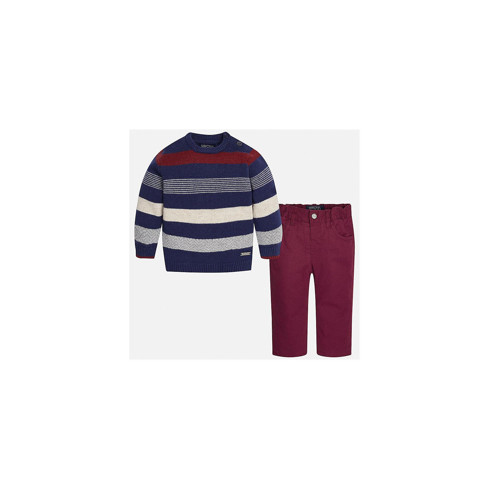 Комплект: джемпер и брюки для мальчика MayoralКомплекты<br>Комплект джемпер и брюки для мальчика от известной испанской марки Mayoral (Майорал) - прекрасный вариант для повседневной носки. Он состоит из джемпера с длинными рукавами и длинных брюк. Джемпер в полоску с округлым вырезом горловины, выполнен из мягкой, приятной на ощупь ткани с добавлением шерсти. Удобный крой не будет стеснять движений вашего ребенка, а благодаря застежкам-пуговицам, расположенным на плече, переодевание будет быстрым и легким. Брюки прямого кроя, застегиваются на кнопку. Пояс на резинке. Комплект выполнен из высококачественных материалов, прекрасно смотрится на фигуре, не линяет и не выцветает.<br><br>Дополнительная информация:<br><br>- Комплектация: брюки, джемпер<br>- Цвет: темно-синий, бургунди<br>- Состав: джемпер - 60% хлопок, 30% полиамид, 10% шерсть; брюки – 65% полиэстер, 35% хлопок, подкладка – 100% хлопок<br>- Уход за вещами: бережная стирка при 30 градусах<br><br>Комплект: майка и брюки для мальчика Mayoral (Майорал) можно купить в нашем интернет-магазине.<br><br>Ширина мм: 199<br>Глубина мм: 10<br>Высота мм: 161<br>Вес г: 151<br>Цвет: бордовый<br>Возраст от месяцев: 12<br>Возраст до месяцев: 15<br>Пол: Мужской<br>Возраст: Детский<br>Размер: 80,92,86<br>SKU: 4820768