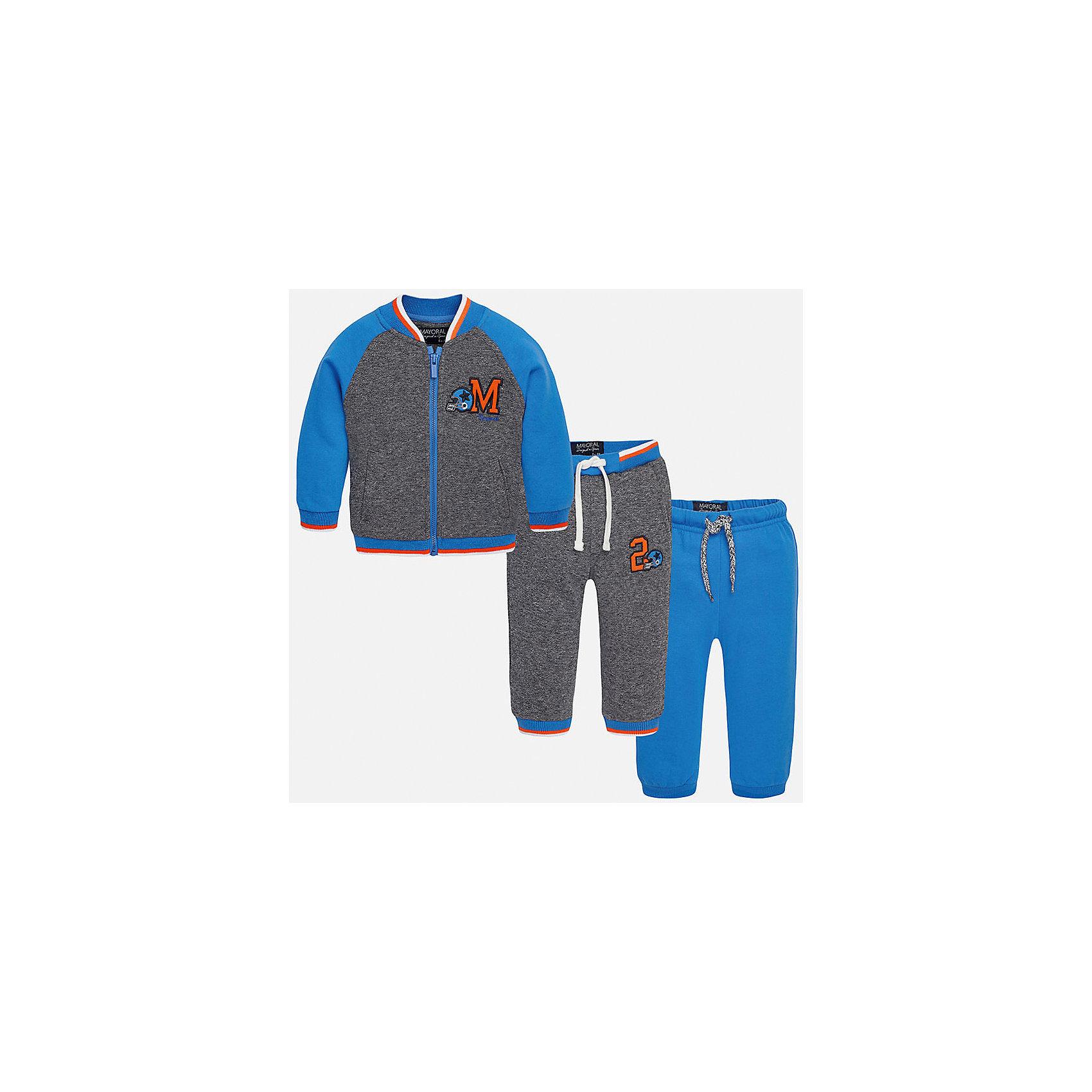 Спортивный костюм для мальчика MayoralСпортивный костюм для мальчика Mayoral (Майорал)<br>Теплый спортивный костюм для мальчика Mayoral от известной испанской марки Mayoral (Майорал) - прекрасный вариант для активного отдыха или повседневной носки. Изготовлен из натурального высококачественного хлопкового трикотажа с добавлением синтетического волокна. Мягкая ткань, не вытягивается, не сковывает движения. Толстовка имеет два боковых кармана,  низ и манжеты на резинке, застегивается на молнию, декорирована контрастной отделкой внизу, на горловине, манжетах и яркой аппликацией с вышивкой. Брюки скроены с учётом всех важных особенностей строения детской фигуры. Внизу брюк предусмотрены манжеты. Надежную фиксацию обеспечивает шнурок-завязка на поясе, пропущенная через внутренний шов.<br><br>Дополнительная информация:<br><br>- Комплектация: толстовка, спортивные брюки 2 шт.<br>- Цвет: голубой, серый<br>- Состав: 60% хлопок, 40% полиэстер<br>- Уход за вещами: бережная стирка при 30 градусах<br><br>Спортивный костюм для мальчика Mayoral (Майорал) можно купить в нашем интернет-магазине.<br><br>Ширина мм: 247<br>Глубина мм: 16<br>Высота мм: 140<br>Вес г: 225<br>Цвет: синий<br>Возраст от месяцев: 6<br>Возраст до месяцев: 9<br>Пол: Мужской<br>Возраст: Детский<br>Размер: 74,92,86,80<br>SKU: 4820777
