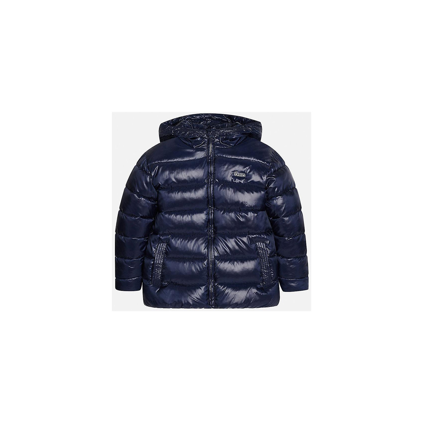 Куртка для мальчика MayoralКуртка для мальчика Mayoral (Майорал)<br>Куртка для мальчика от известной испанской марки Mayoral (Майорал) выполнена из водонепроницаемого полиэстера, имеет удобный капюшон, два кармана по бокам. Модель застегивается на молнию, рукава куртки дополнены внутренними манжетами.<br><br>Дополнительная информация:<br><br>- Цвет: темно-синий<br>- Верх: 100% полиэстер<br>- Подкладка: 100% полиэстер<br>- Утеплитель: 100% полиэстер<br>- Уход: бережная стирка при 30 градусах<br><br>Куртку для мальчика Mayoral (Майорал) можно купить в нашем интернет-магазине.<br><br>Ширина мм: 356<br>Глубина мм: 10<br>Высота мм: 245<br>Вес г: 519<br>Цвет: синий<br>Возраст от месяцев: 168<br>Возраст до месяцев: 180<br>Пол: Мужской<br>Возраст: Детский<br>Размер: 164,152,158,128,146,140<br>SKU: 4821088
