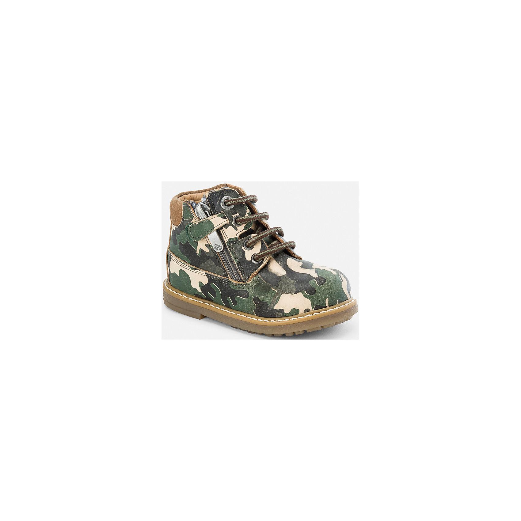 Ботинки для мальчика MayoralОбувь для малышей<br>Ботинки для мальчика Mayoral (Майорал)<br>Стильные кожаные ботинки от известной испанской марки Mayoral (Майорал) прекрасно подойдут для повседневной носки в прохладное время года. Боковая молния позволит быстро одевать и снимать ботинки, а шнуровка обеспечит идеальную посадку. Подошва рифленая.<br><br>Дополнительная информация:<br><br>- Цвет: зеленый<br>- Состав: материал верха - 100% бычья кожа; подкладка, стелька - 85% бычья кожа, 15% хлопок; подошва – 100% синтетический материал<br><br>Ботинки для мальчика Mayoral (Майорал) можно купить в нашем интернет-магазине.<br><br>Ширина мм: 262<br>Глубина мм: 176<br>Высота мм: 97<br>Вес г: 427<br>Цвет: зеленый<br>Возраст от месяцев: 18<br>Возраст до месяцев: 21<br>Пол: Мужской<br>Возраст: Детский<br>Размер: 23,25,24,21,22<br>SKU: 4821232
