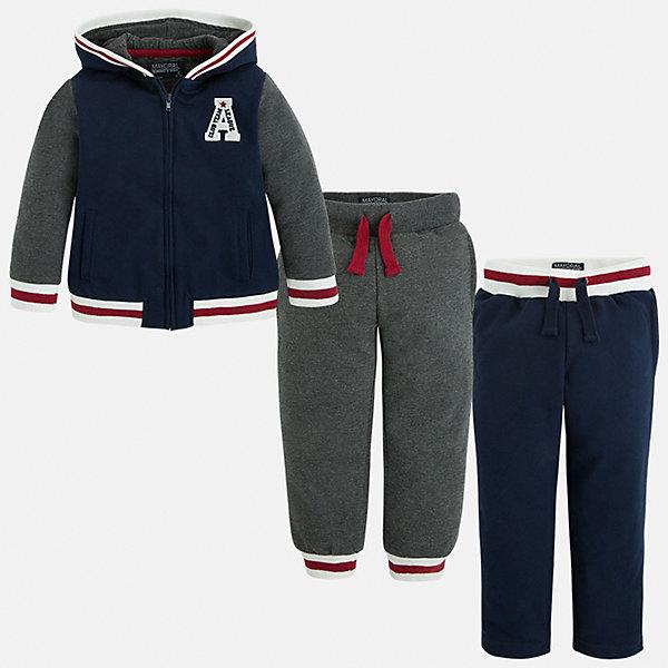 Спортивный костюм для мальчика MayoralКомплекты<br>Спортивный костюм для мальчика Mayoral (Майорал)<br>Теплый спортивный костюм для мальчика Mayoral от известной испанской марки Mayoral (Майорал) - прекрасный вариант для активного отдыха или повседневной носки. Удобная толстовка с капюшоном застегивается на молнию, декорирована контрастной отделкой внизу, на капюшоне, манжетах и аппликацией с вышивкой, имеет два боковых кармана, низ и манжеты на резинке. Брюки скроены с учётом всех важных особенностей строения детской фигуры. Надежную фиксацию обеспечивает шнурок-завязка на поясе, пропущенная через внутренний шов. Спортивный костюм не вытягивается, не сковывает движений.<br><br>Дополнительная информация:<br><br>- Комплектация: толстовка, спортивные брюки с манжетами, спортивные брюки прямого кроя<br>- Цвет: серый, темно-синий<br>- Состав: 65% полиэстер, 35% хлопок<br>- Уход за вещами: бережная стирка при 30 градусах<br><br>Спортивный костюм для мальчика Mayoral (Майорал) можно купить в нашем интернет-магазине.<br>Ширина мм: 247; Глубина мм: 16; Высота мм: 140; Вес г: 225; Цвет: синий; Возраст от месяцев: 36; Возраст до месяцев: 48; Пол: Мужской; Возраст: Детский; Размер: 110,116,122,128,134,98,104; SKU: 4821264;
