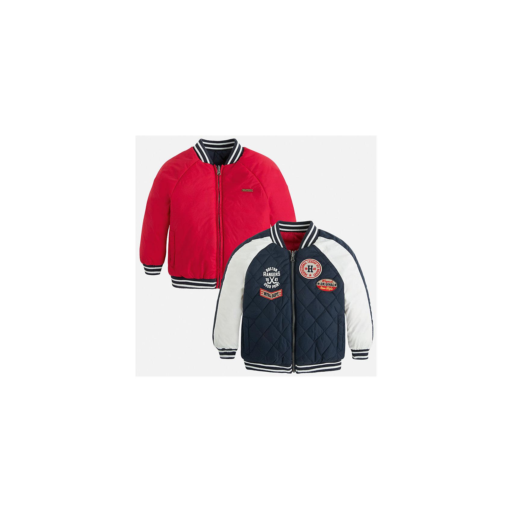Куртка двусторонняя для мальчика MayoralКуртка двусторонняя для мальчика Mayoral (Майорал)<br>Двусторонняя куртка с капюшоном от известной испанской марки Mayoral (Майорал) станет прекрасным дополнением гардероба вашего мальчика и согреет его в прохладную погоду. Куртка с длинным рукавом застегивается на молнию, на каждой стороне расположено по два кармана. Отделка горловины, манжет и низа куртки выполнена резинкой.<br><br>Дополнительная информация:<br><br>- Цвет: красный, синий, белый<br>- Верх: 100% полиамид<br>- Подкладка: 100% полиамид<br>- Утеплитель: 100% полиэстер<br>- Уход: бережная стирка при 30 градусах<br><br>Куртку двустороннюю для мальчика Mayoral (Майорал) можно купить в нашем интернет-магазине.<br><br>Ширина мм: 356<br>Глубина мм: 10<br>Высота мм: 245<br>Вес г: 519<br>Цвет: синий<br>Возраст от месяцев: 24<br>Возраст до месяцев: 36<br>Пол: Мужской<br>Возраст: Детский<br>Размер: 92,98,104,128,134,122,116,110<br>SKU: 4821636