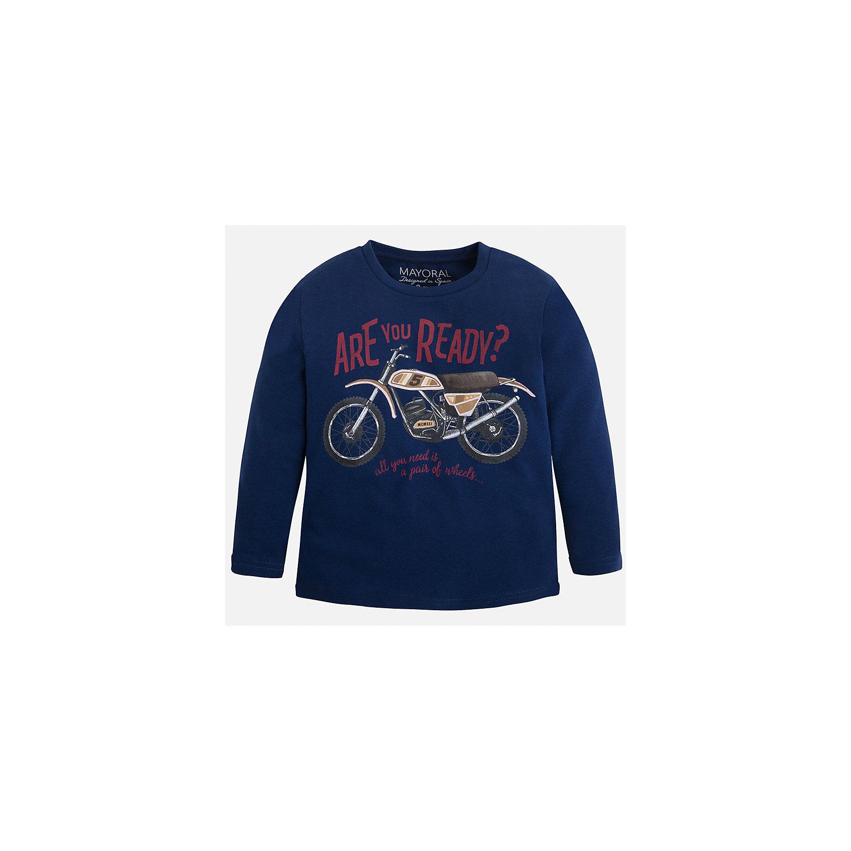 Футболка с длинным рукавом для мальчика MayoralФутболки с длинным рукавом<br>Хлопковая футболка с длинными рукавами - это  базовая вещь в любом гардеробе. Благодаря длинным рукавам и легкому составу, ее можно носить в любое время года, а яркий орнамент, подчеркнет индивидуальный стиль Вашего ребенка!<br><br>Дополнительная информация:<br><br>- Крой: прямой крой.<br>- Страна бренда: Испания.<br>- Состав: хлопок 90%, вискоза 10%.<br>- Цвет: темно-синий.<br>- Уход: бережная стирка при 30 градусах.<br><br>Купить футболку с длинным рукавом для мальчика, от  Mayoral, можно в нашем магазине.<br><br>Ширина мм: 230<br>Глубина мм: 40<br>Высота мм: 220<br>Вес г: 250<br>Цвет: синий<br>Возраст от месяцев: 24<br>Возраст до месяцев: 36<br>Пол: Мужской<br>Возраст: Детский<br>Размер: 98,122,116,110,104,92,134,128<br>SKU: 4821854