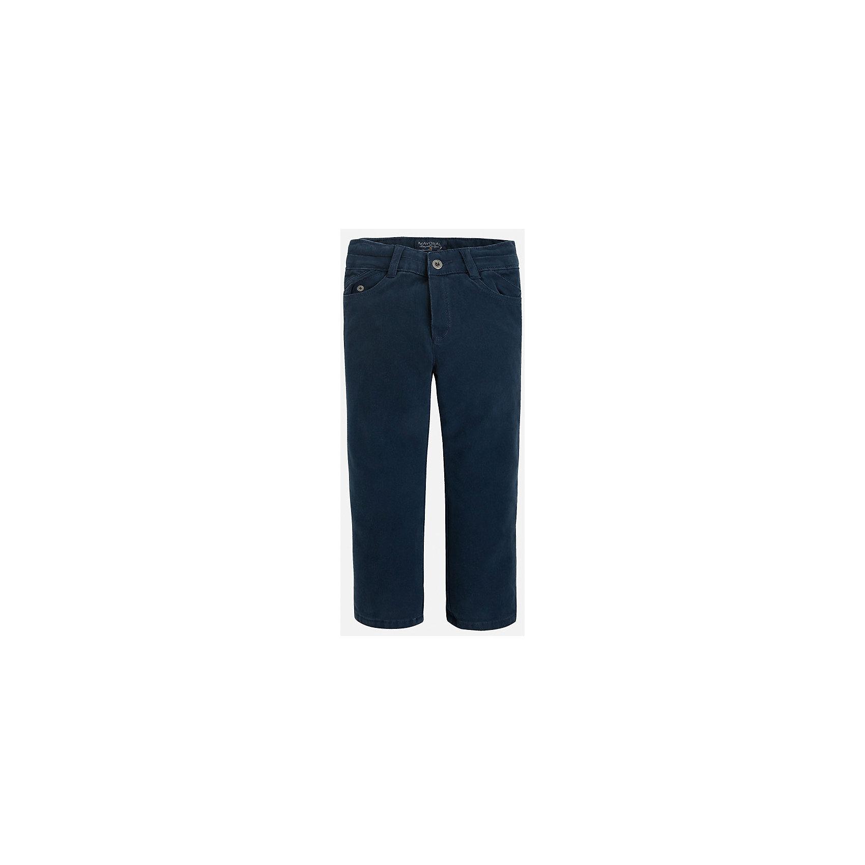 Брюки для мальчика MayoralУниверсальные брюки темно-синего цвета всегда должны быть в гардеробе юного мужчины!<br>У брюк классическая посадка и прямой крой, так же они долговечны и очень удобны в носке.<br><br>Дополнительная информация:<br><br>- Крой: прямой крой.<br>- Страна бренда: Испания.<br>- Состав: хлопок 97%, эластан 3%.<br>- Подкладка: хлопок 100%.<br>- Цвет: синий.<br>- Уход: бережная стирка при 30 градусах.<br><br>Купить брюки для мальчика Mayoral можно в нашем магазине.<br><br>Ширина мм: 215<br>Глубина мм: 88<br>Высота мм: 191<br>Вес г: 336<br>Цвет: синий<br>Возраст от месяцев: 48<br>Возраст до месяцев: 60<br>Пол: Мужской<br>Возраст: Детский<br>Размер: 110,122,104,98,116,134,128<br>SKU: 4826405