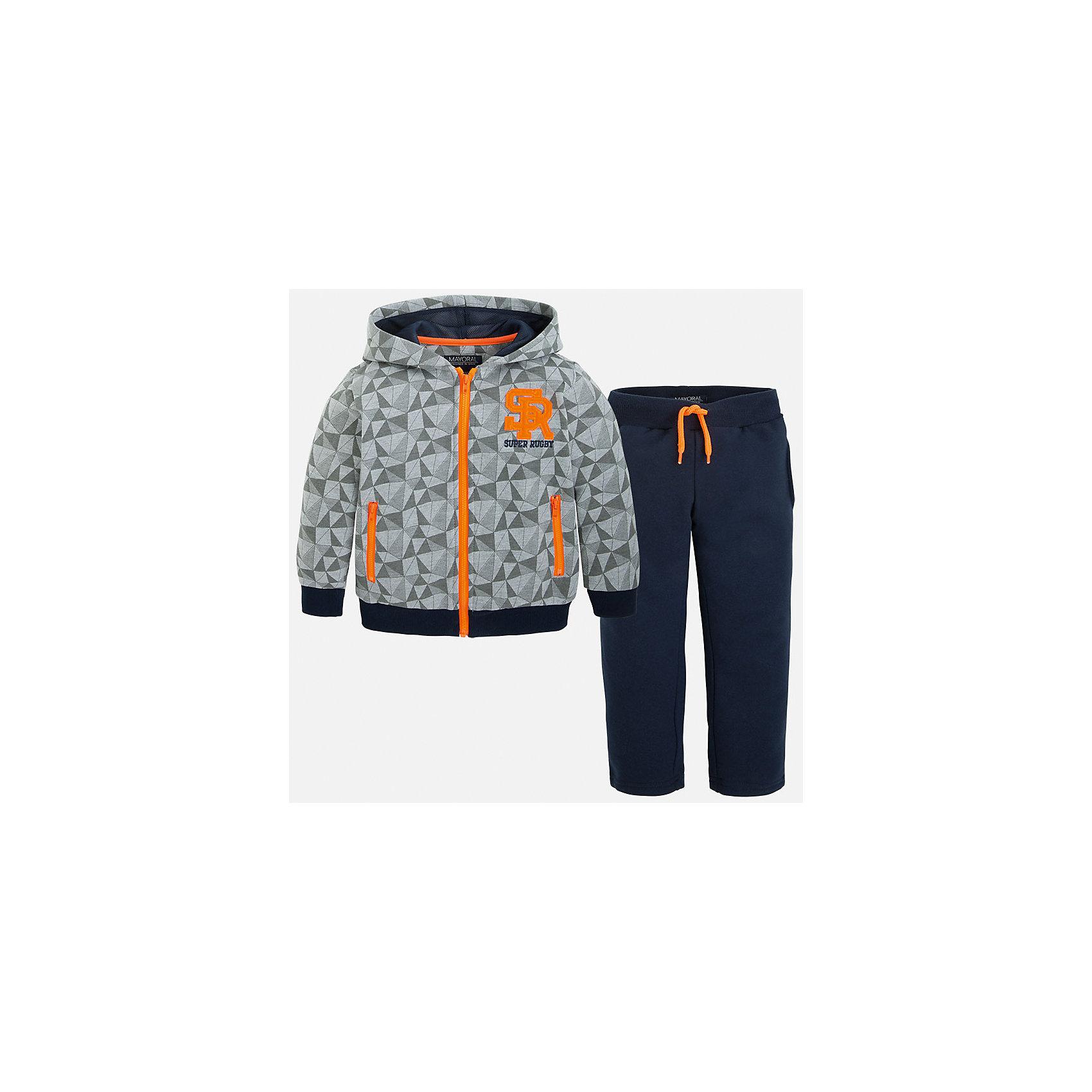 Спортивный костюм для мальчика MayoralКомплекты<br>Спортивный костюм для мальчика из коллекции осень-зима 2016-2017 известного испанского бренда Mayoral (Майорал). Стильный и удобный темно-синий с серым спортивный костюм, состоящий из толстовки с капюшоном и спортивных штанов придет по вкусу вашему чемниону. Толстовка серого цвета имеет дизайн геометричеких фигур с лицевой стороны и оранжевую кайму основной застегивающей молнии, и молний на карманах. На манжетах рукавово и по краю толстовки имеютмя мягкие трикотажные резинки, защищающие от ветра. Трикотажная резинка есть и на поясе синих штанов костюма, а также оранжевый шнурок. У штанов имеются два боковых кармана. <br><br>Дополнительная информация:<br>- Силуэт: прямой <br>- Капюшон: большой<br><br>Состав: 67% полиэстер, 33% хлопок<br><br>Костюм для мальчика Mayoral (Майорал) можно купить в нашем интернет-магазине.<br><br>Подробнее:<br>• Для детей в возрасте: от 9 до 13 лет<br>• Номер товара: 4826501<br>Страна производитель: Китай<br><br>Ширина мм: 247<br>Глубина мм: 16<br>Высота мм: 140<br>Вес г: 225<br>Цвет: синий<br>Возраст от месяцев: 96<br>Возраст до месяцев: 108<br>Пол: Мужской<br>Возраст: Детский<br>Размер: 128,98,110,134,122,116,104<br>SKU: 4826500